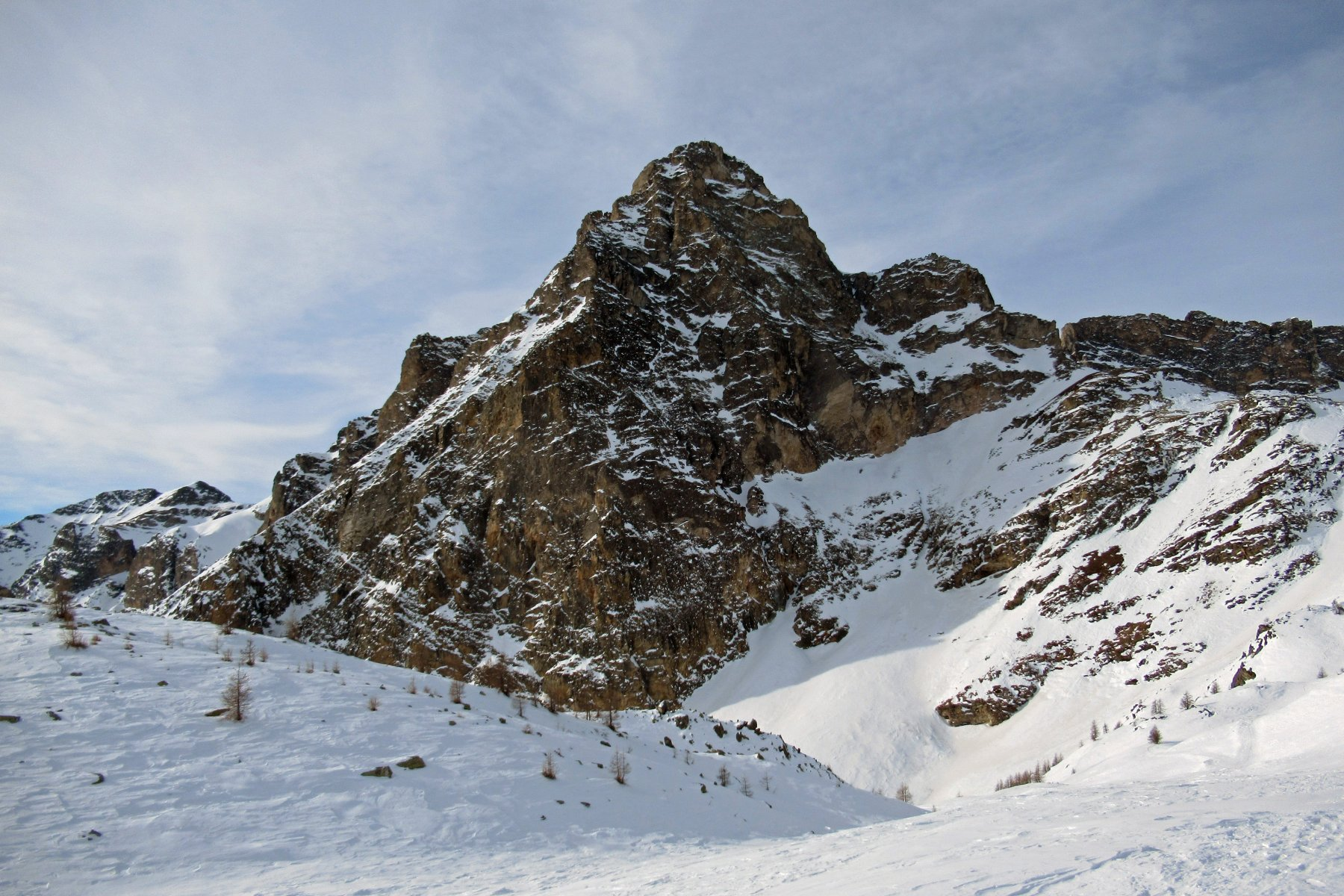 Le severi pareti del Chersogno viste dai pressi della Sarsassi