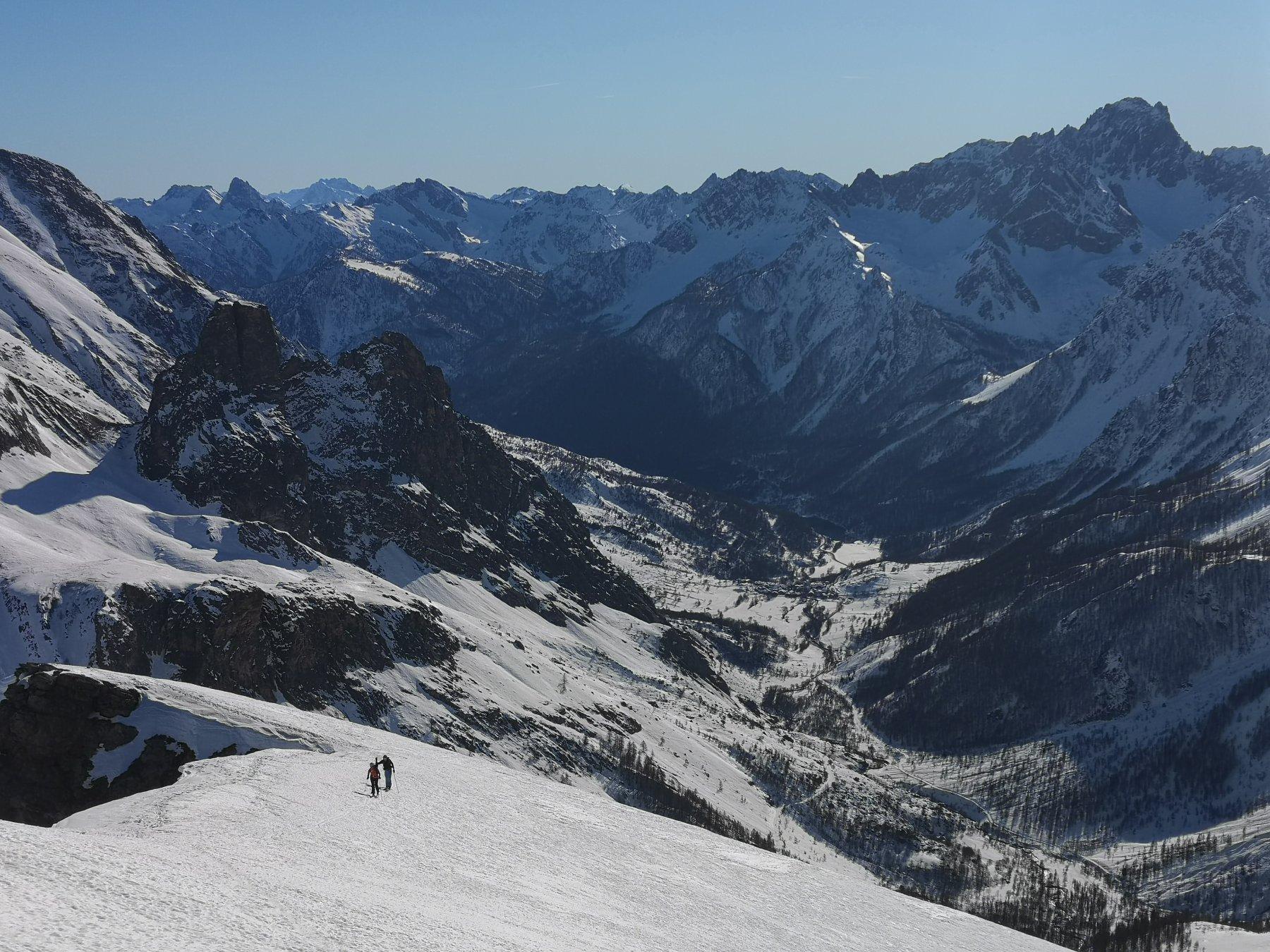 Panorama sulla Valle Maira dalla parete superiore