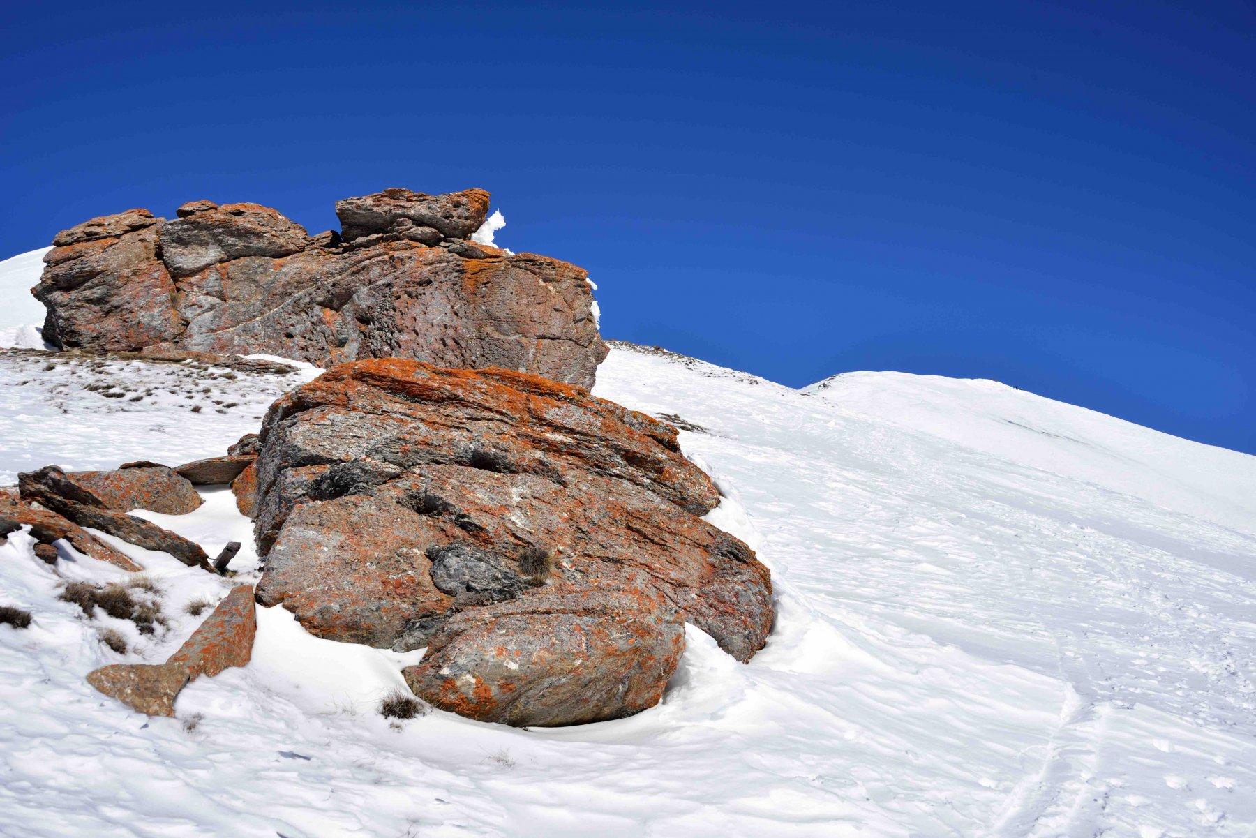 Il roccione q.2630 e la cresta finale della Leissé.