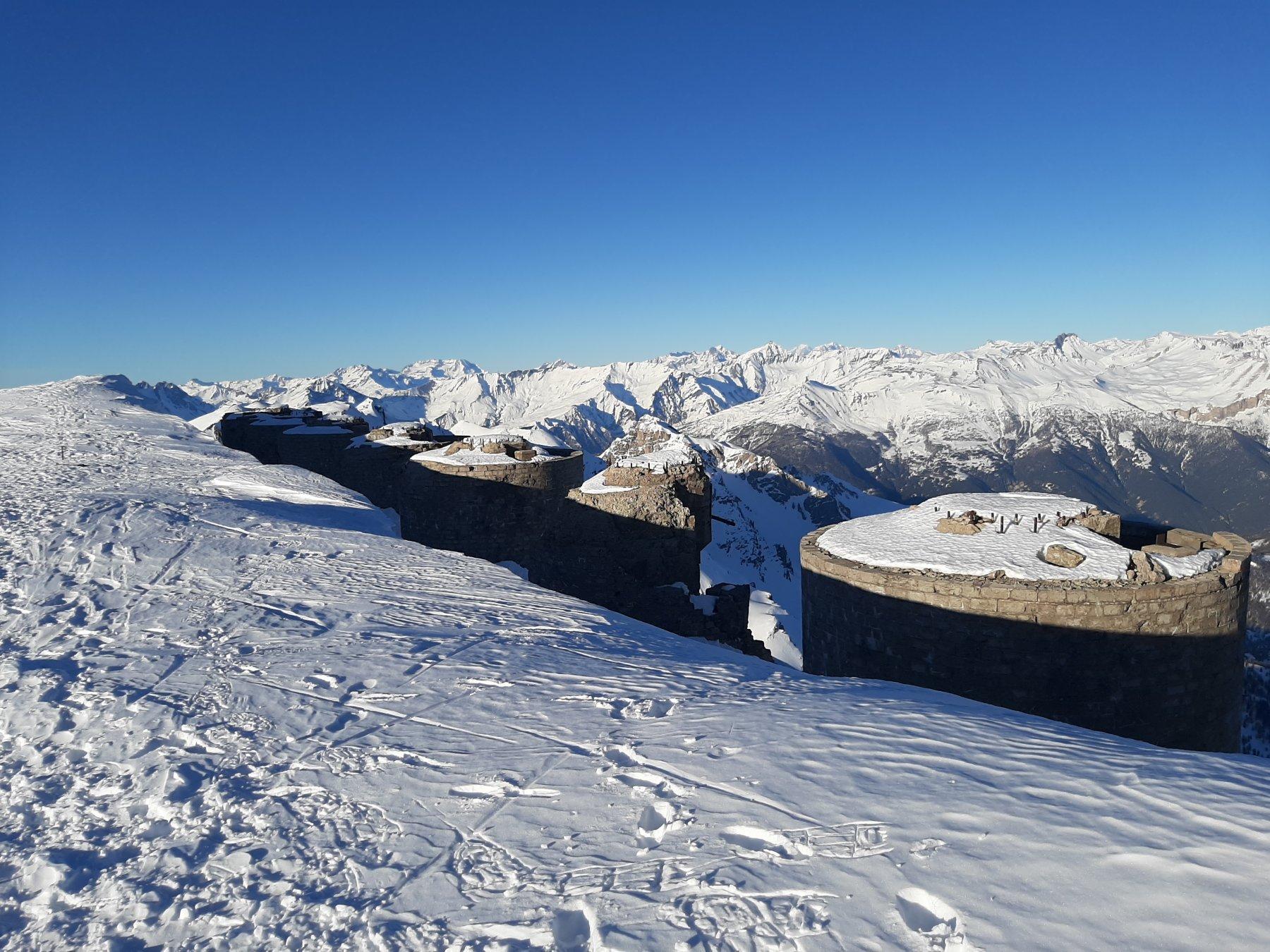 Neve sopra i cannoni allo Chaberton