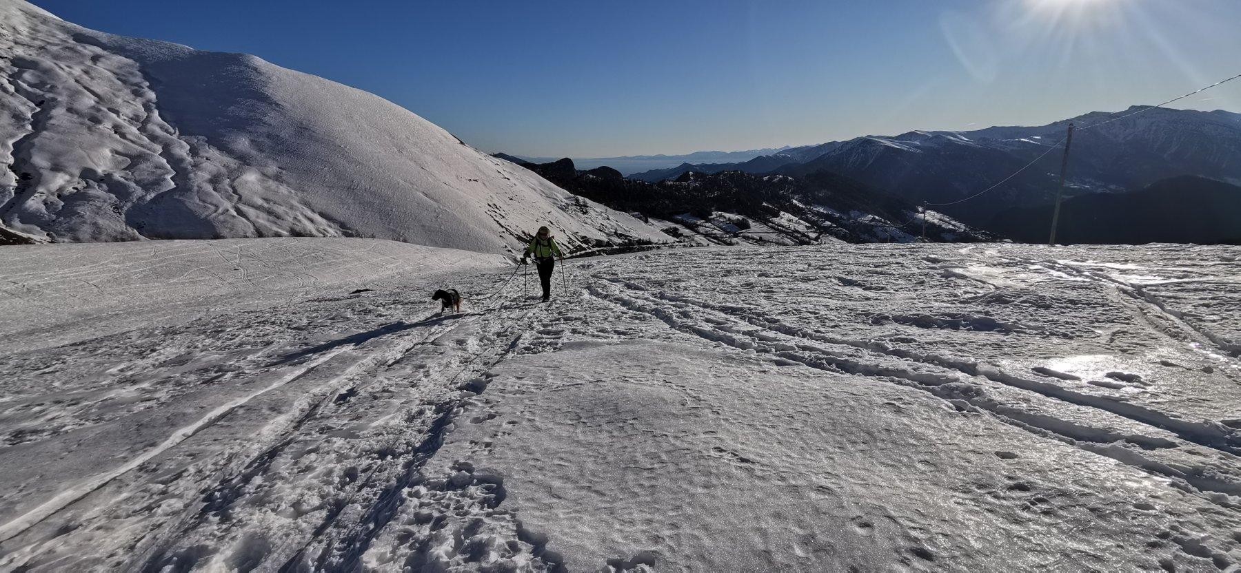 grandi spazi e pianori nevosi da risalire verso il Colle di Chiosso