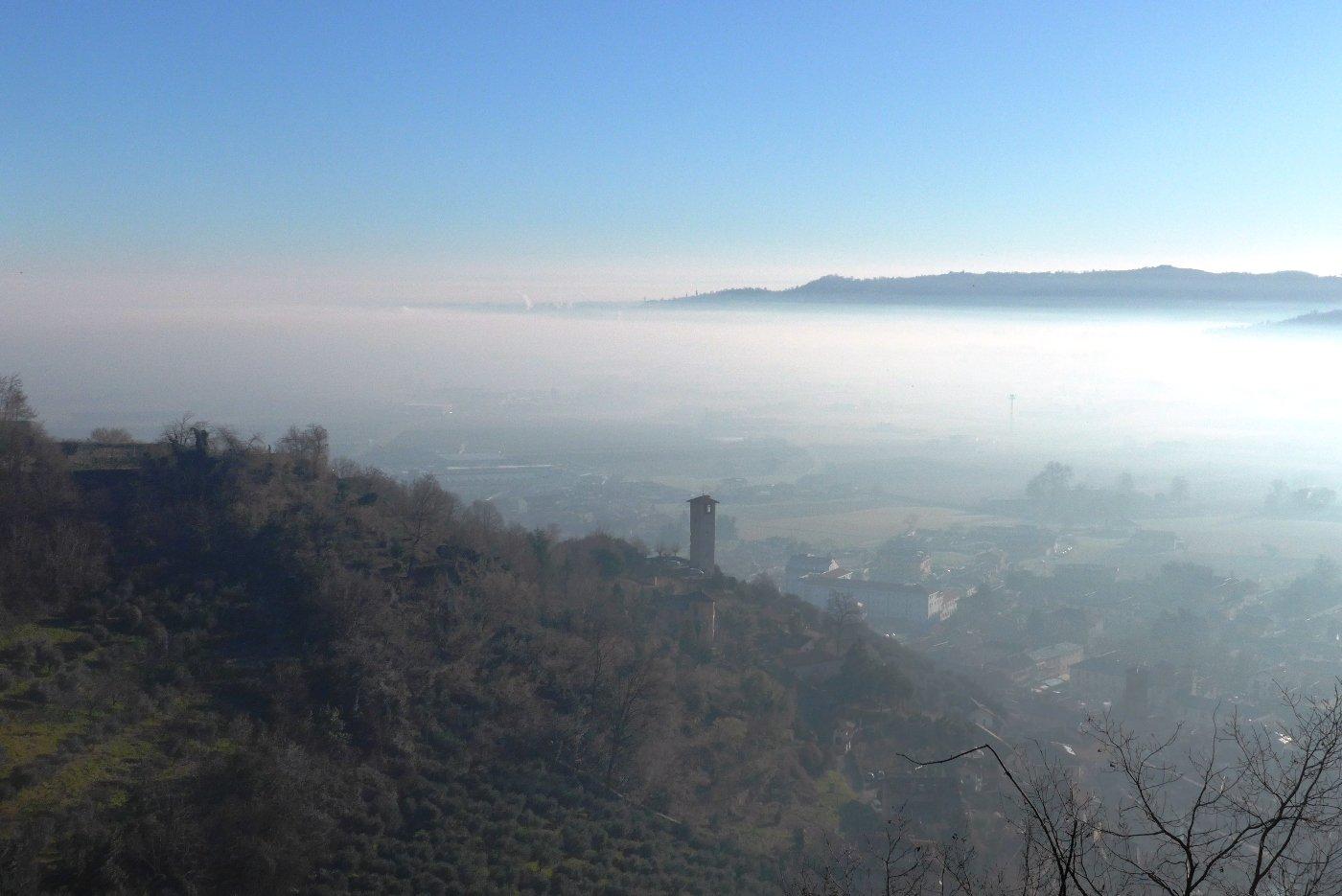 Pianura nella nebbia