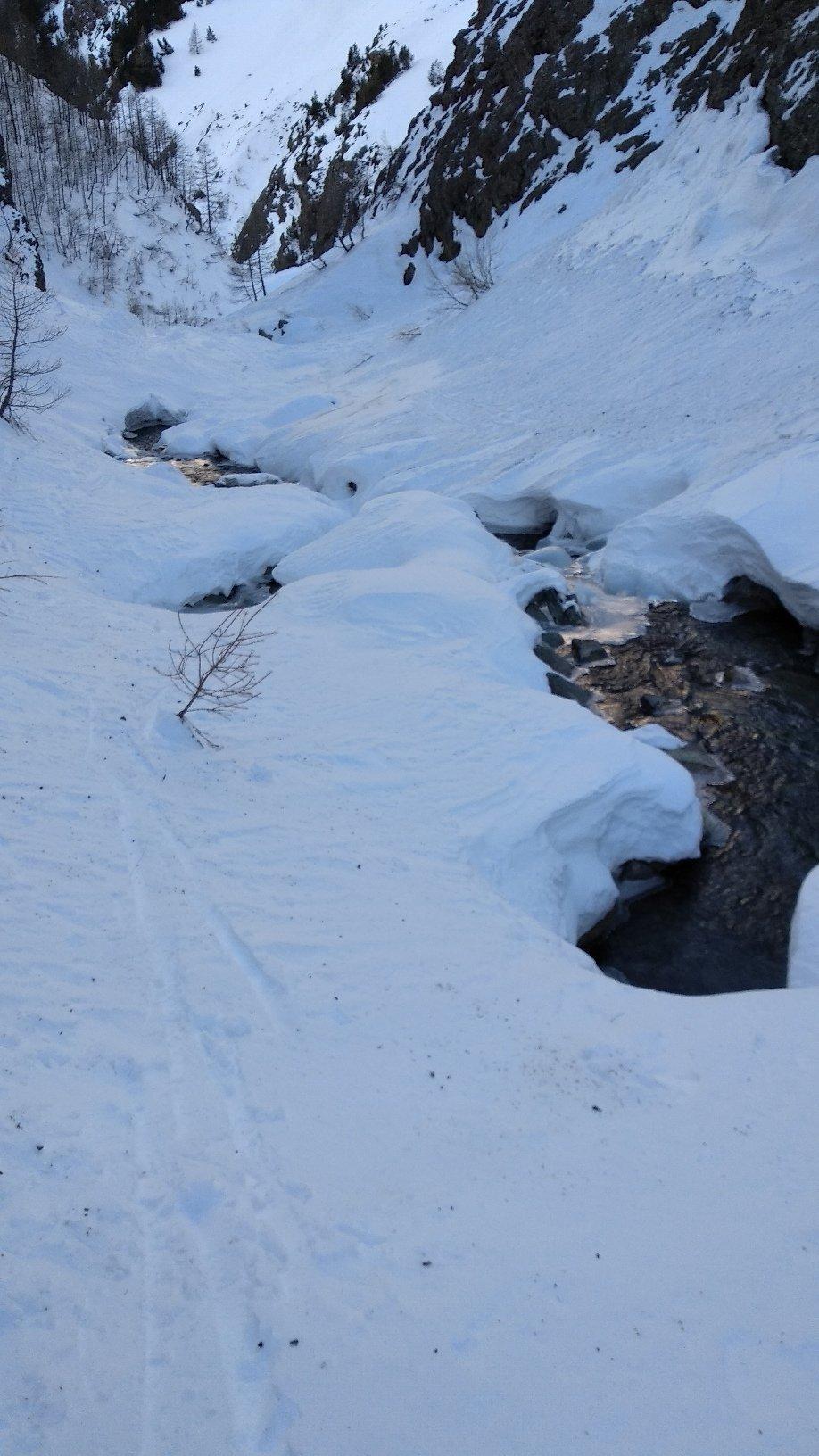 lungo il torrente, sotto Grauson inf