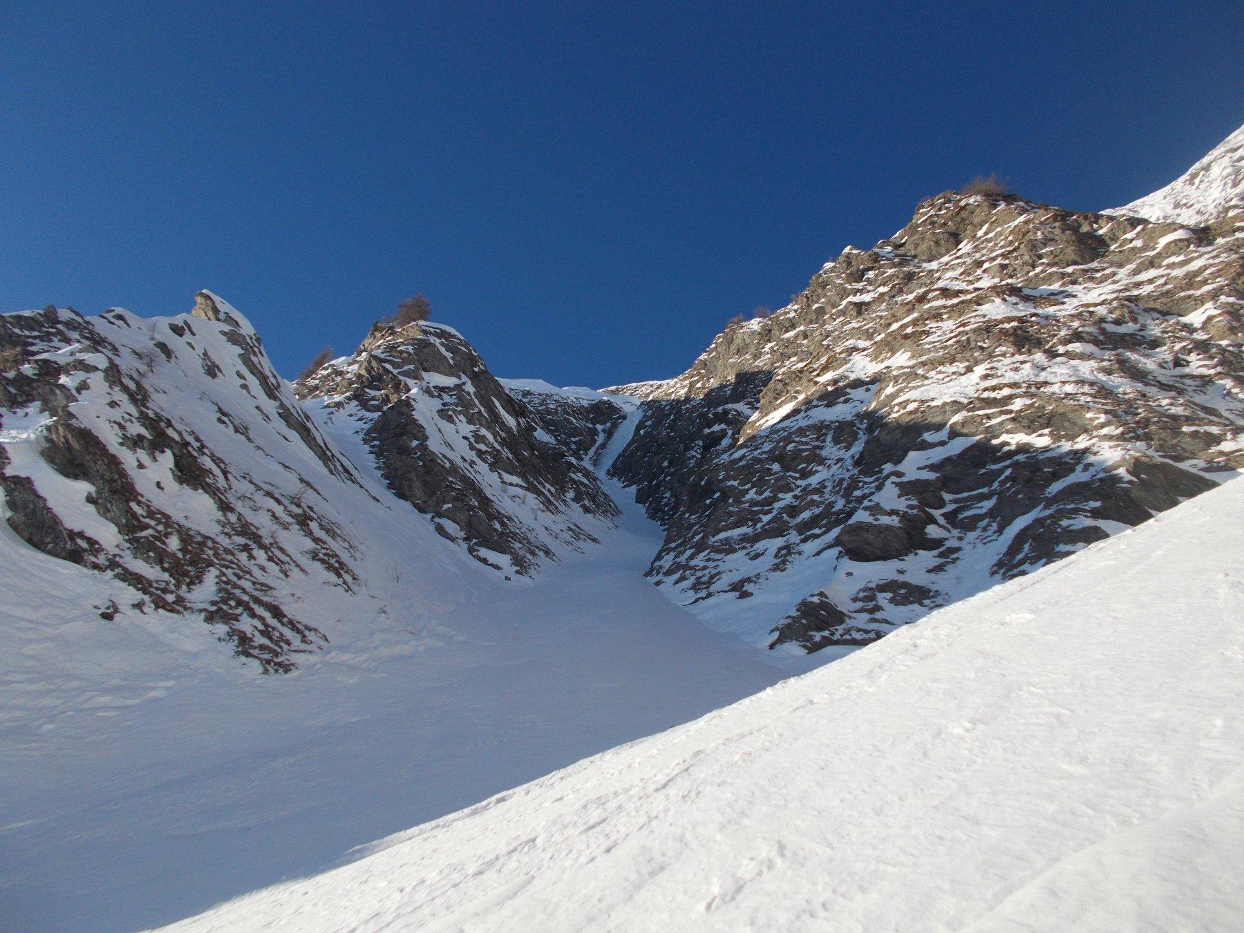 al centro al fondo il salto ghiacciato..