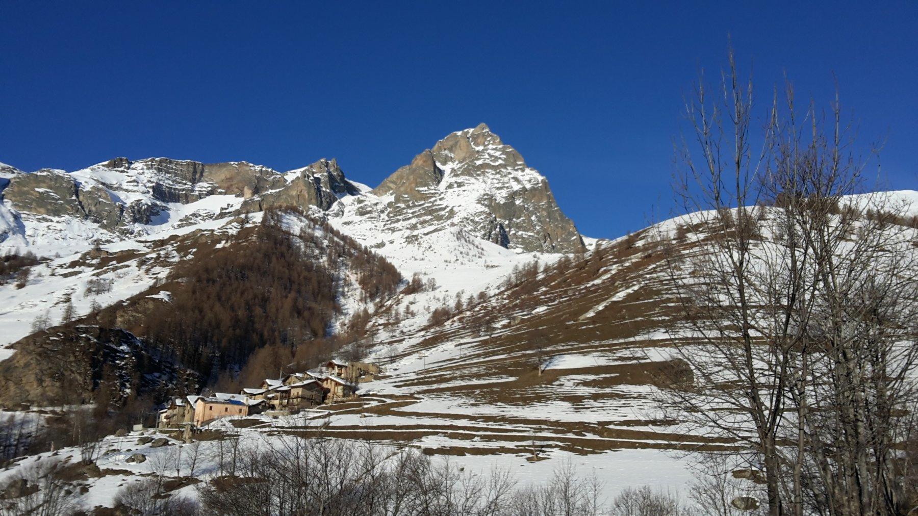 Borgata Campiglione e Monte Chersogno