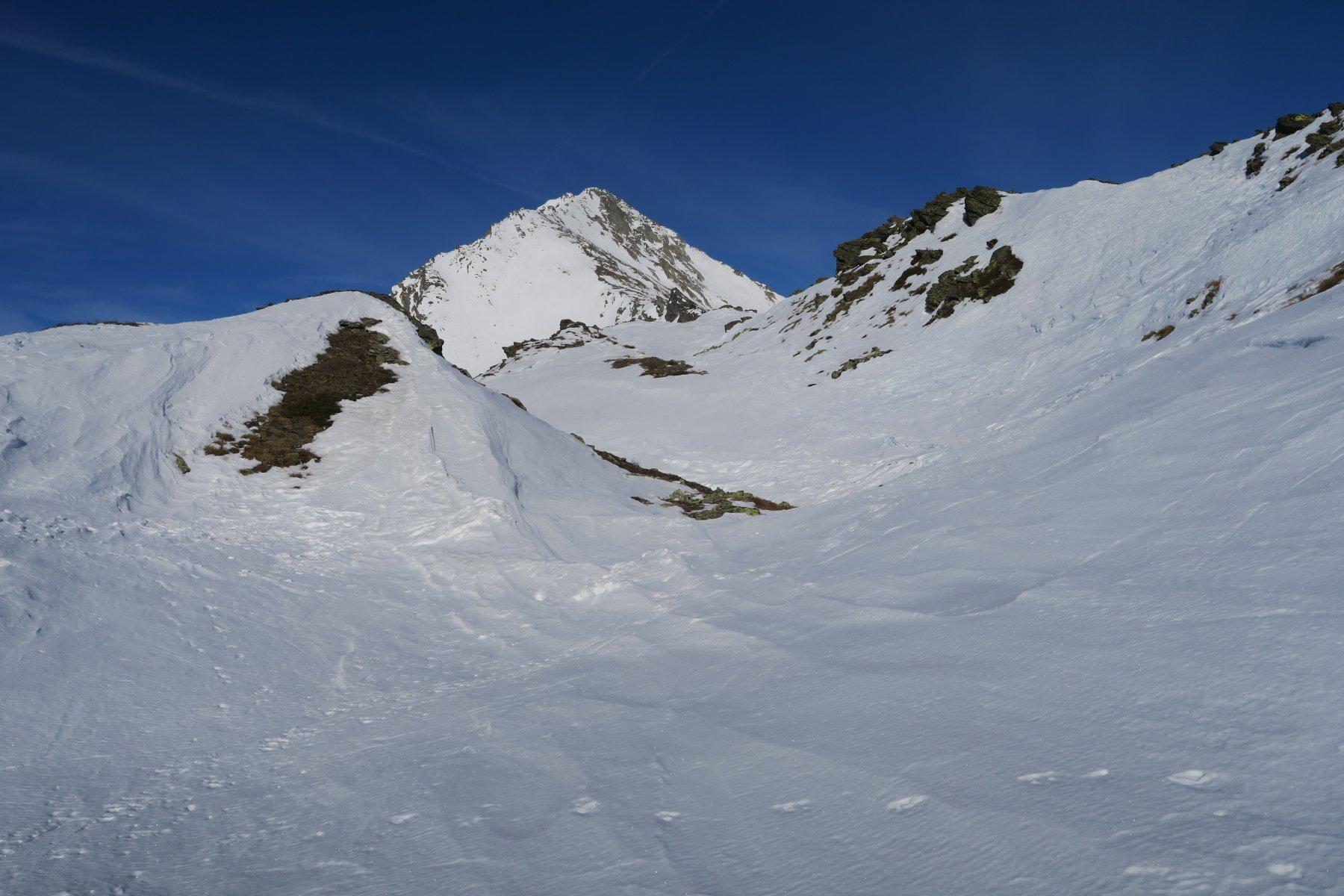 valletta prima della cima, sullo sfondo la cima di Barasson
