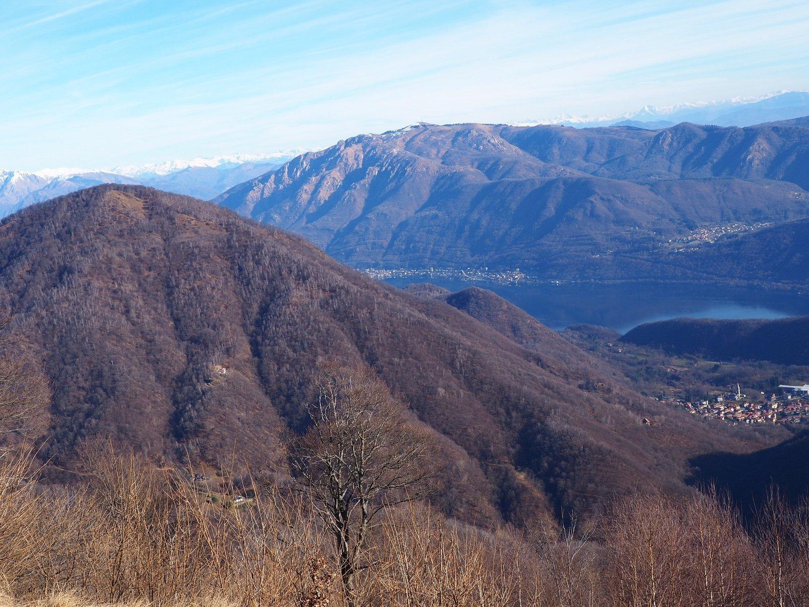 Dal Piogera sguardo verso Lago d'Orta e Mottarone.