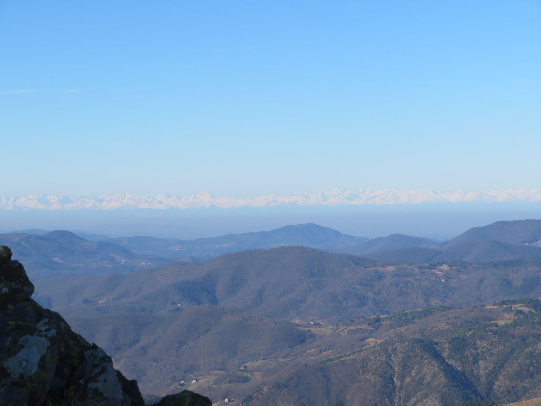 Verso le Alpi: si intravedono Levanne e Gran Paradiso