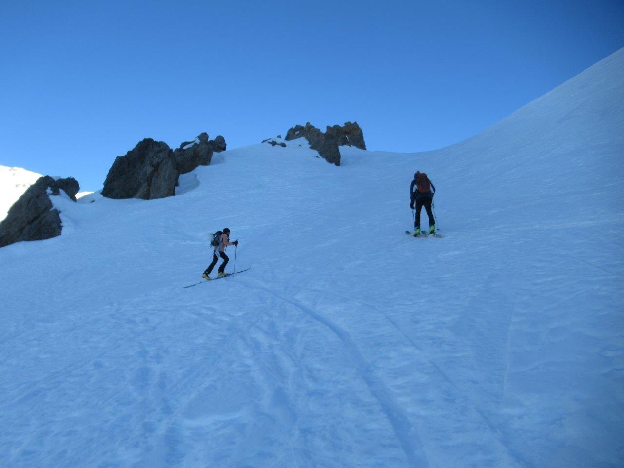 Verso il col des Trois Freres Mineurs. La neve è già dura.