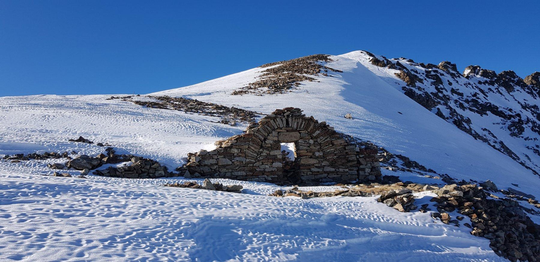 Rocca di Valmiana vista dal colle omonimo