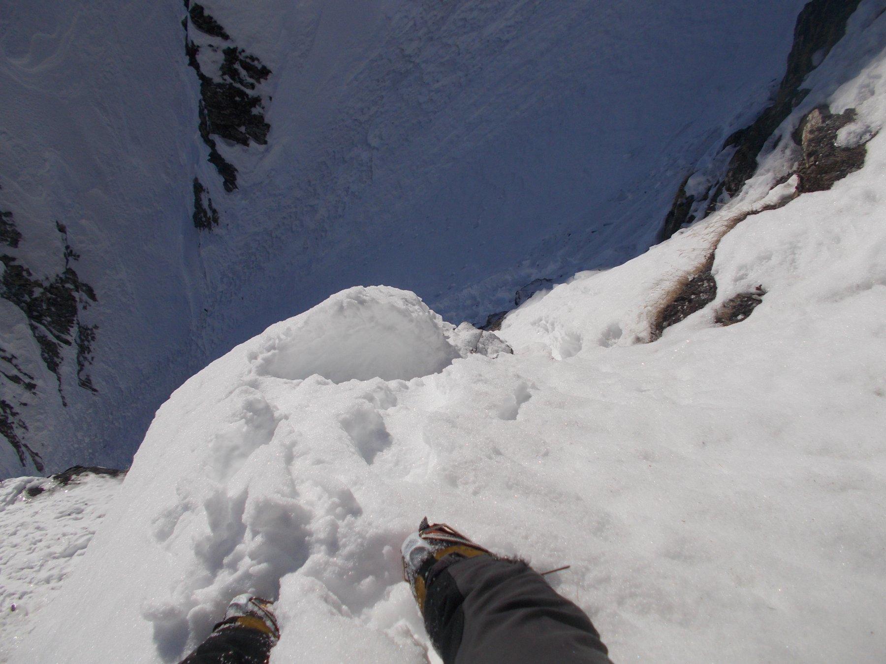 neve inconsistente sulla rampa d'accesso al budello superiore..