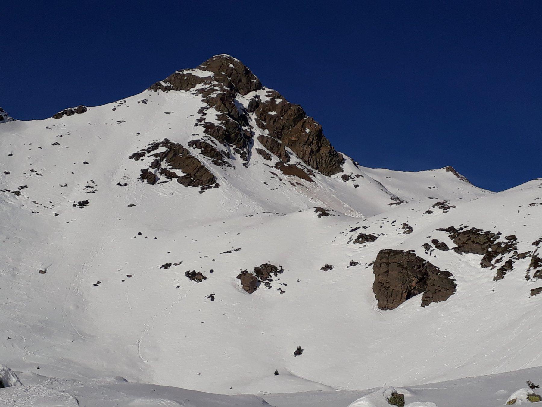 Poncione di Mezzo con cima scialpinistica sul fondo