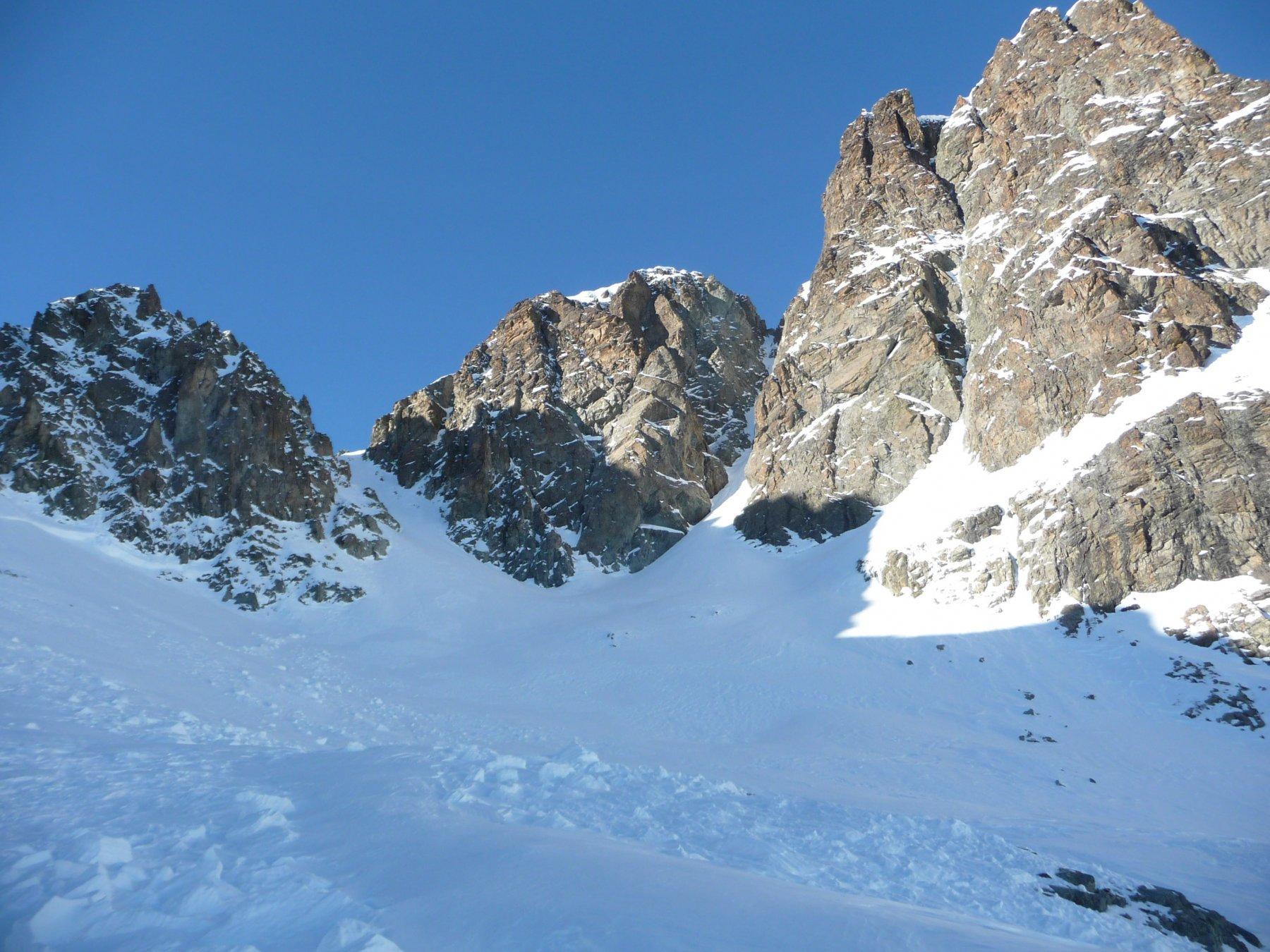 Canale al centro dal ghiacciaio de Roisetta