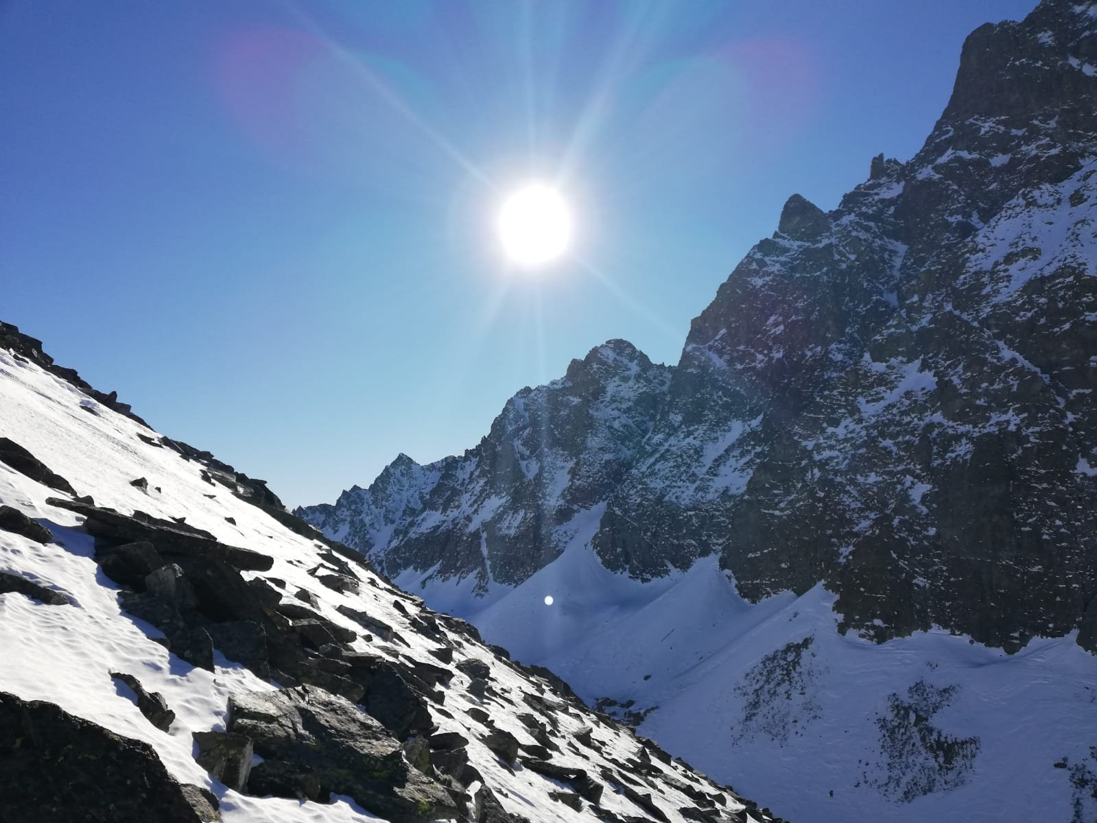 pendio ovest privo di neve
