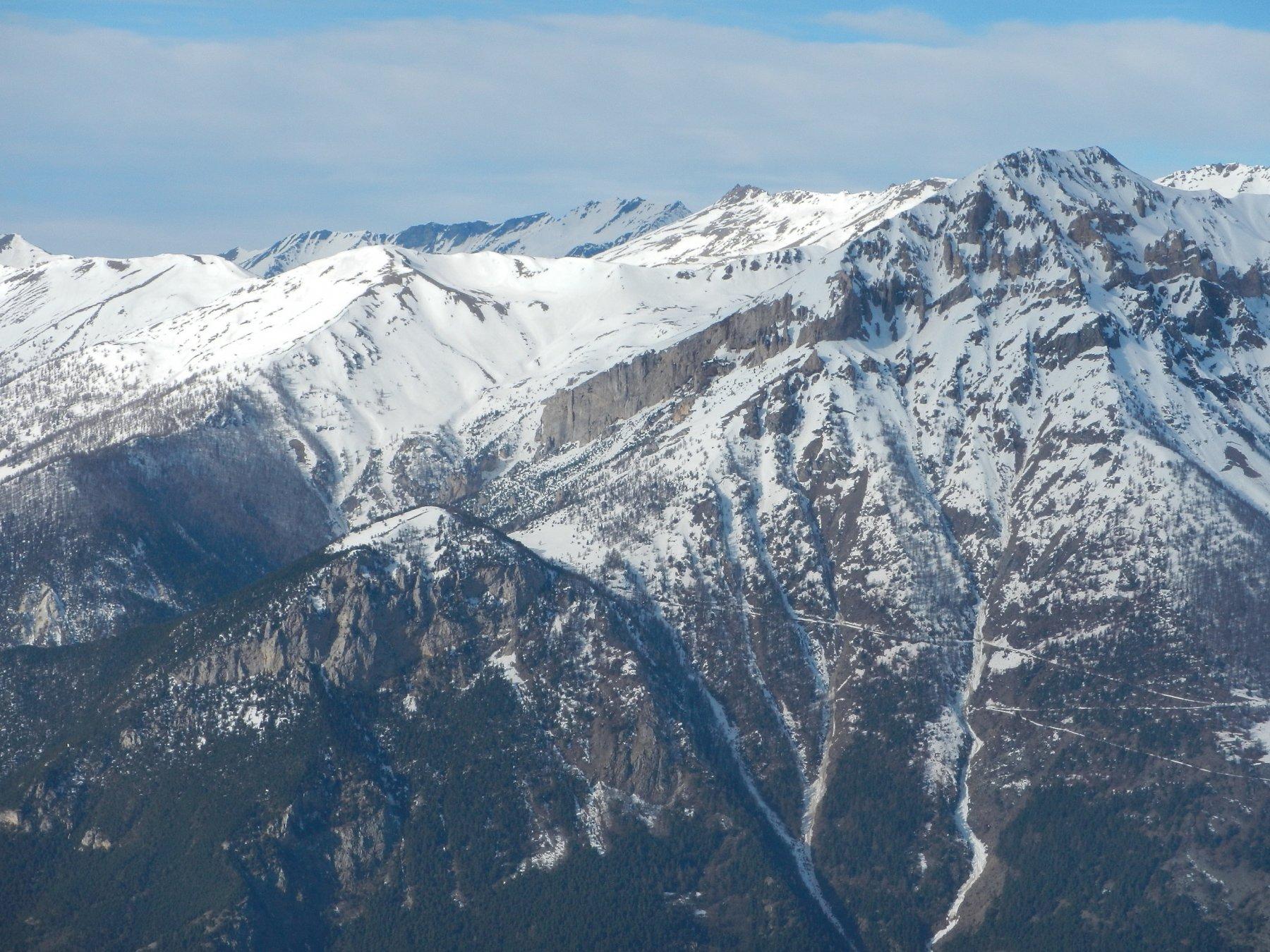 Vista verso la bastionata del Monte Seguret