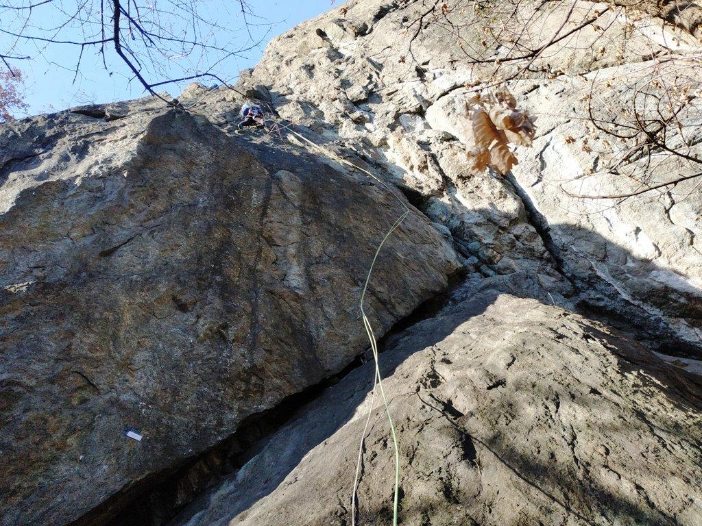 Fessura Meneghin. Sopra il passaggio chiave che il socio definisce 'disumano'... lui che arrampicava con Meneghin.