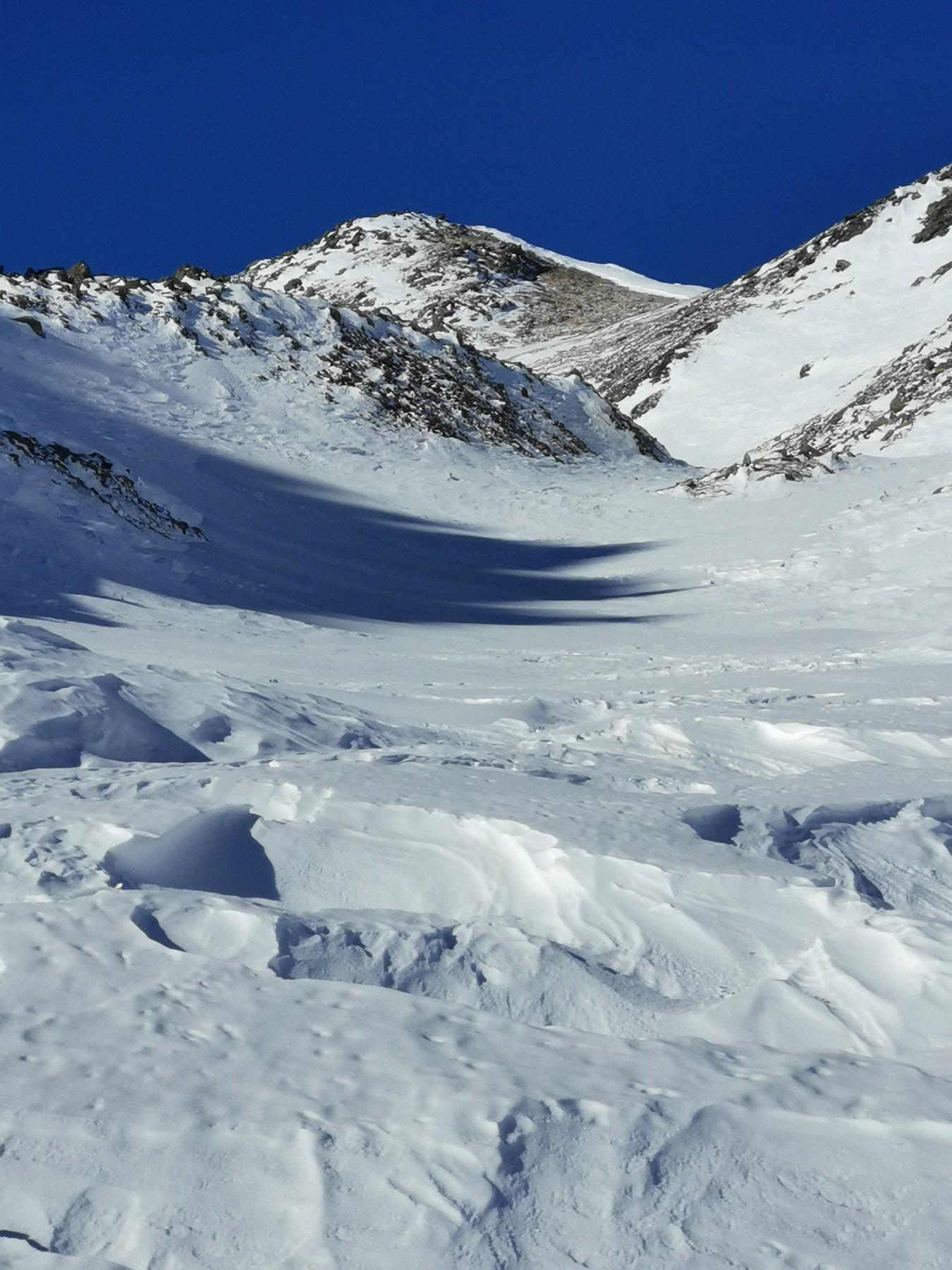 dopo il traverso il valloncello con la cima