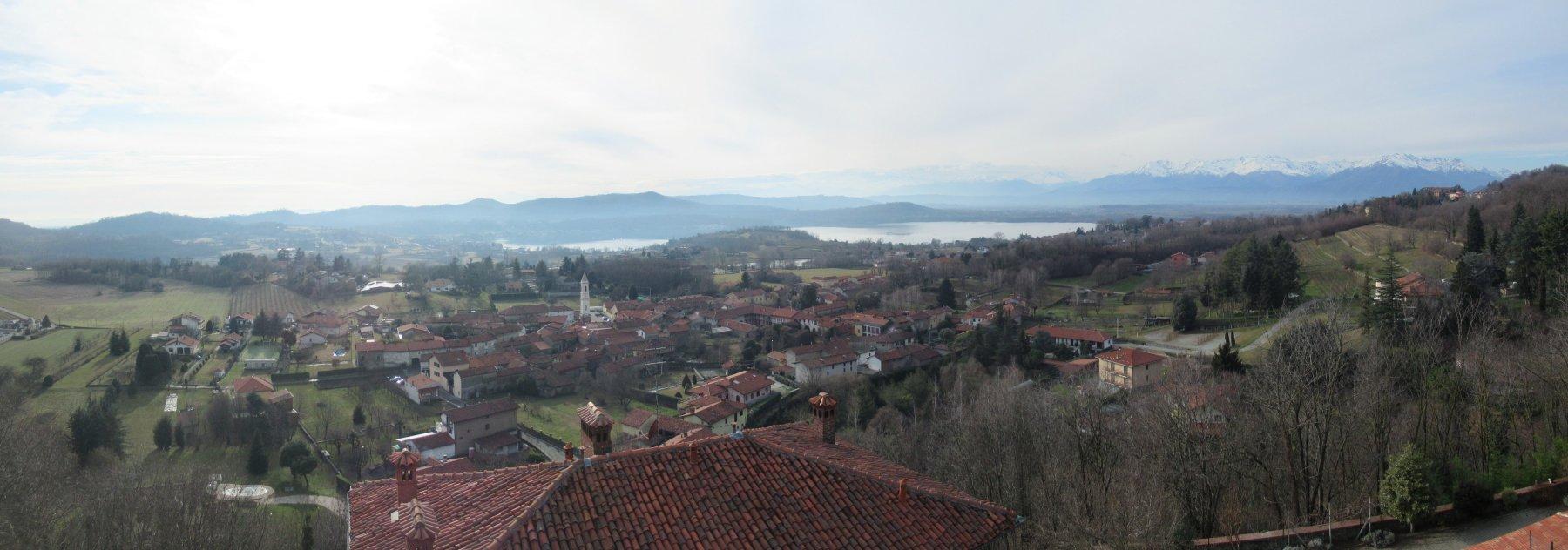 vista sul lago di Viverone dal castello di Roppolo