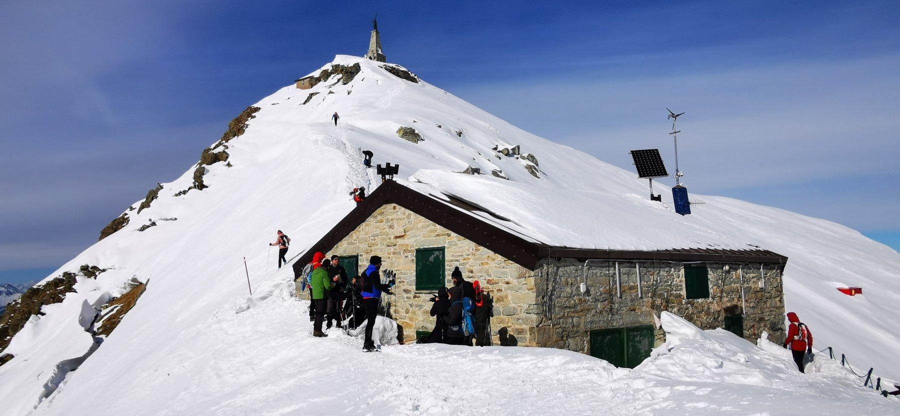 Rifugio del Mombarone e cima della Colma di Mombarone