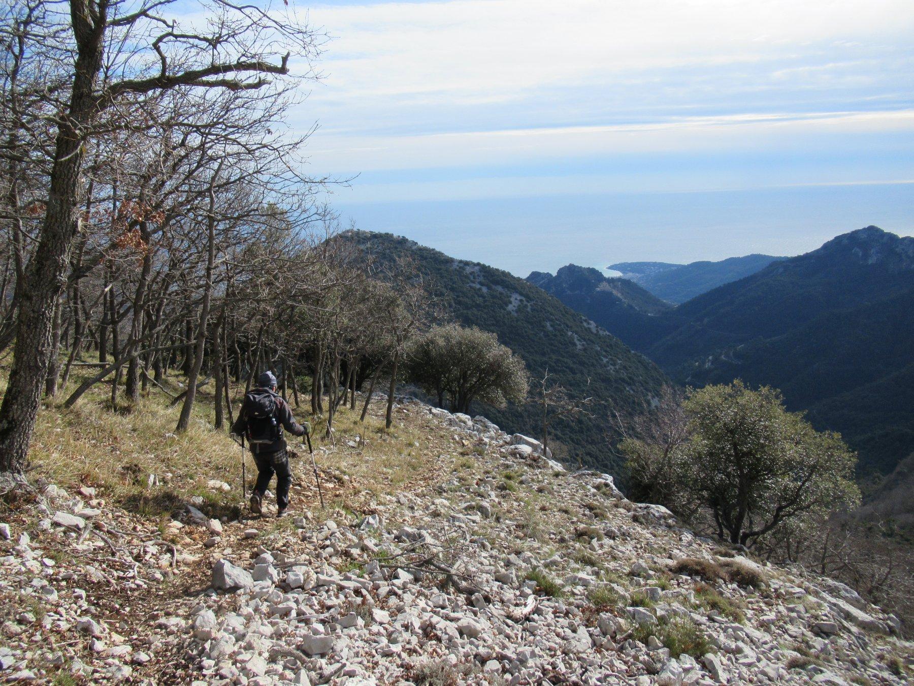Discesa dal Mont Ours verso il Col de Banquettes.