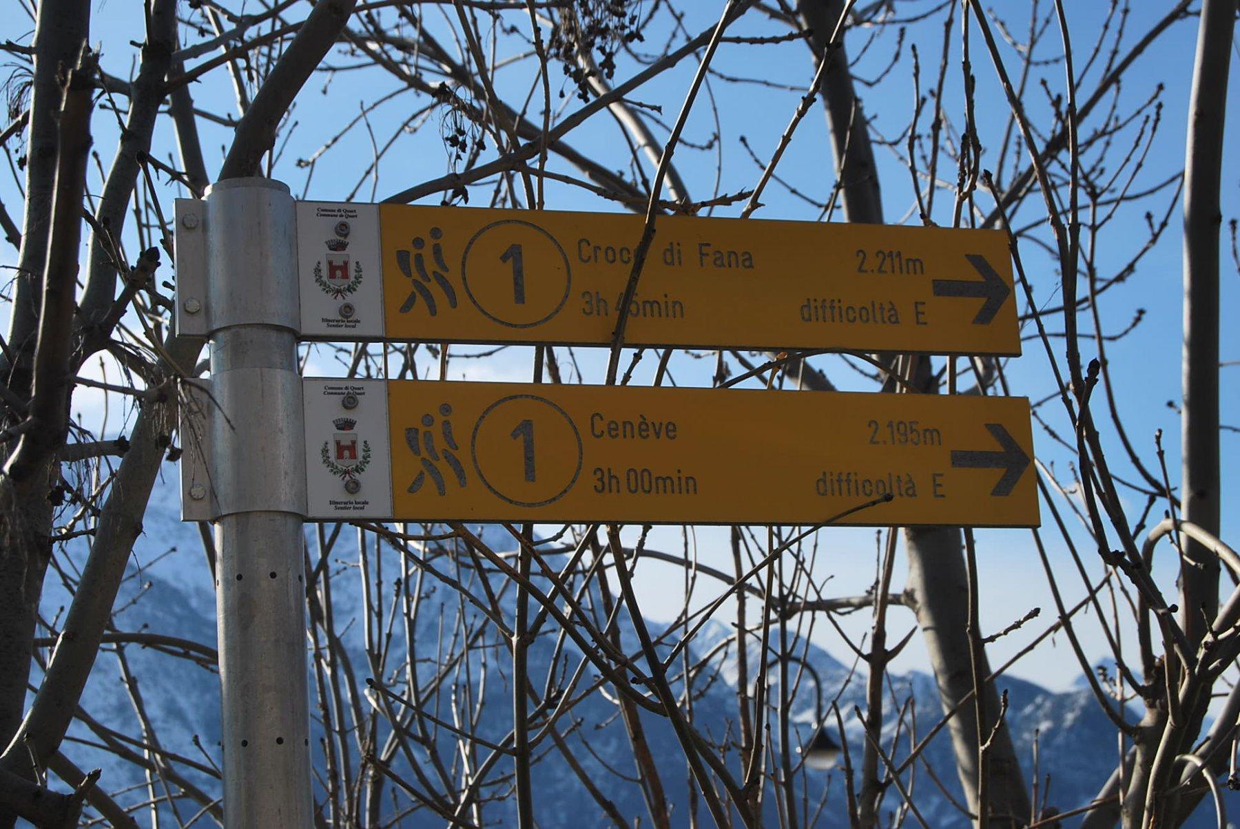 La palina a Morgonaz, all'imbocco della sterrata. Del sentiero 1 però ben poca evidenza.
