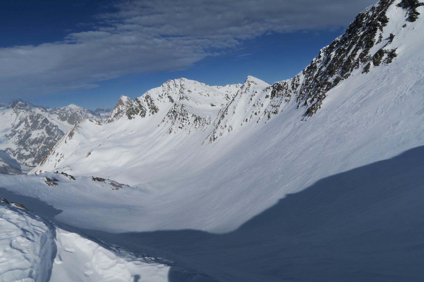 versante svizzero, in centro il Mont Telliers