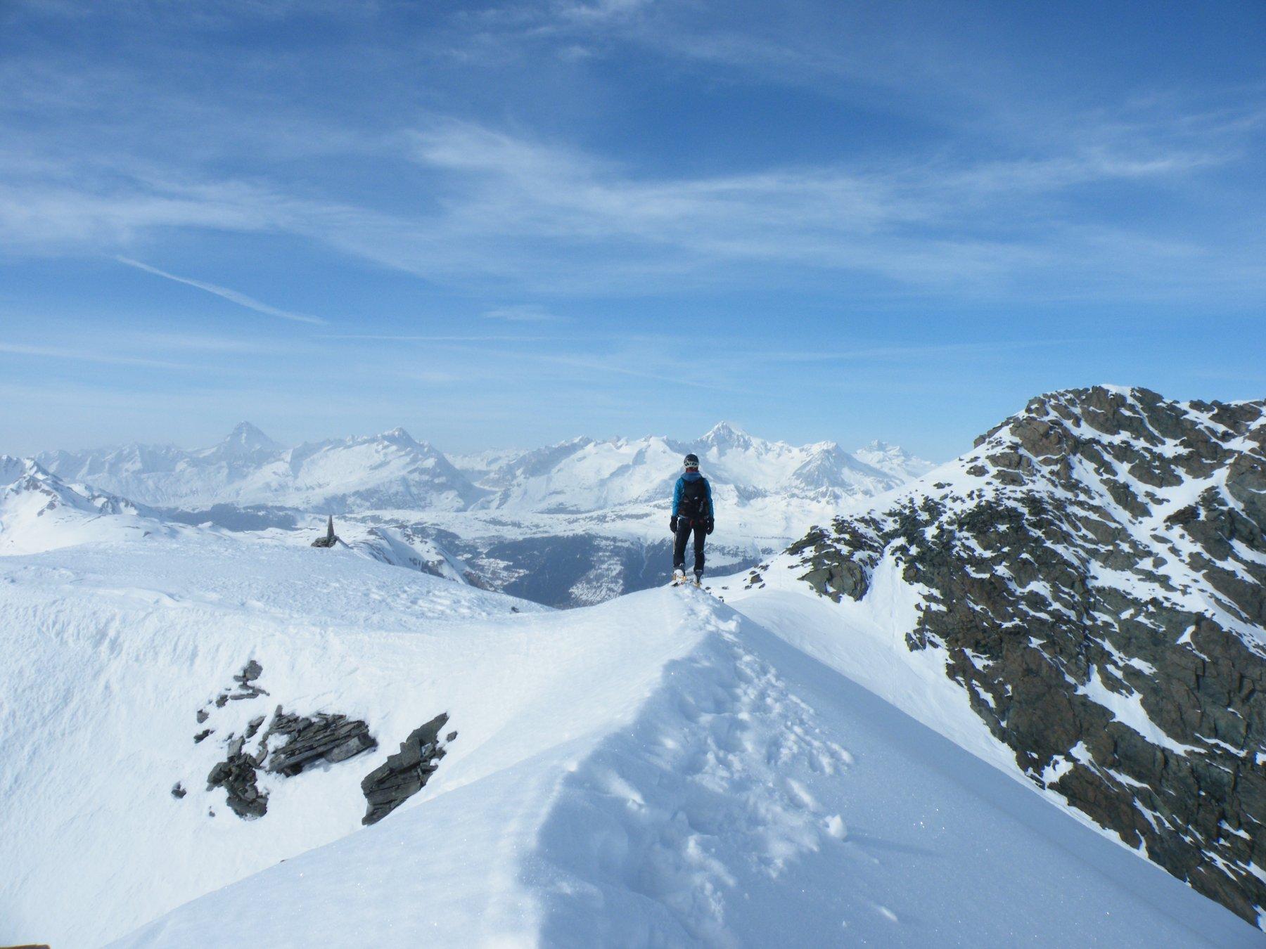 Sulla destra la  punta Marani e sullo sfondo l'Oberland