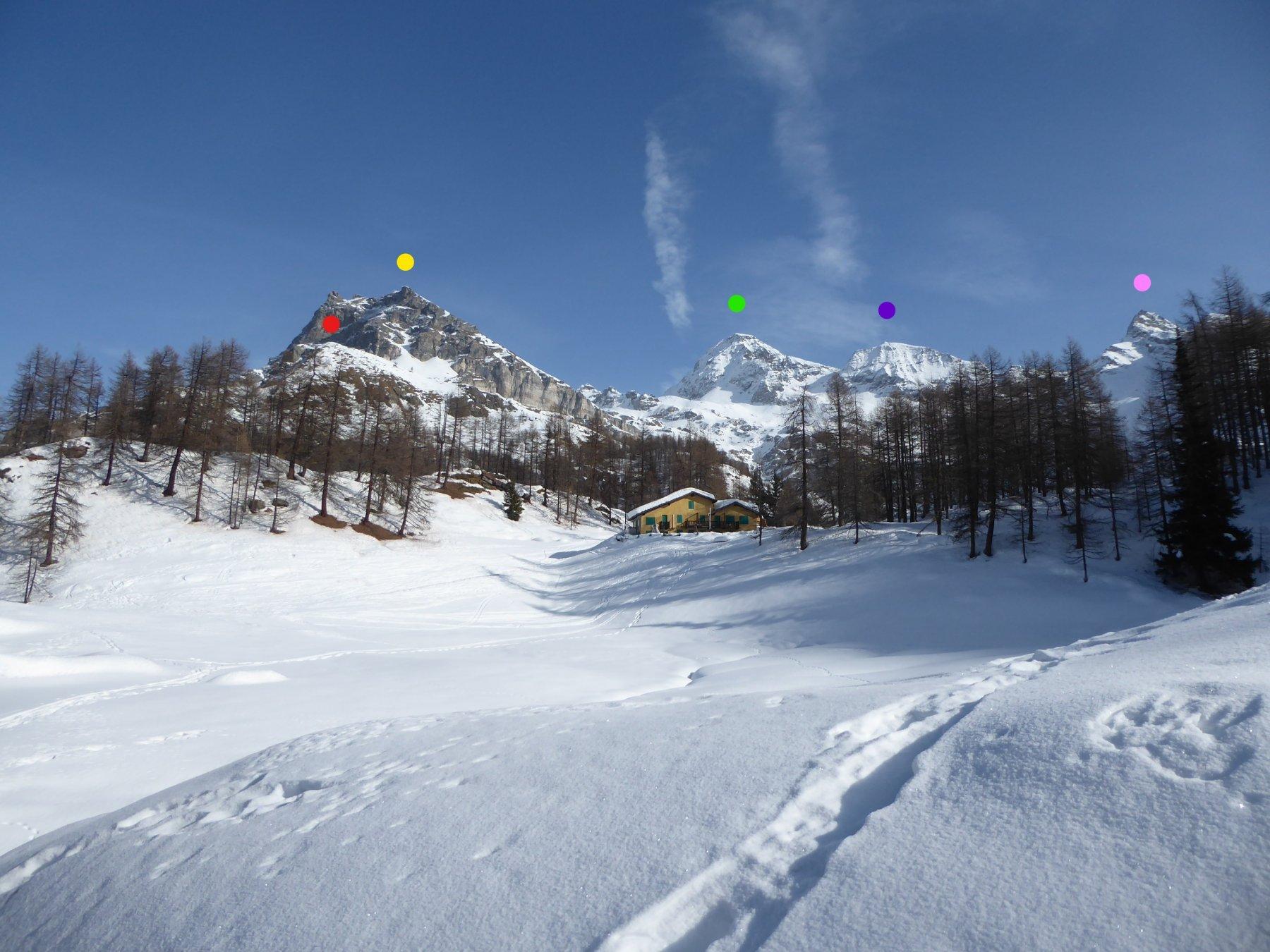 Da sinistra: Molar (rosso), Becca d'Aran (giallo), Gran (verde) e Petit (viola) Tournalin e Trecarè (rosa) lungo la strada del ritorno
