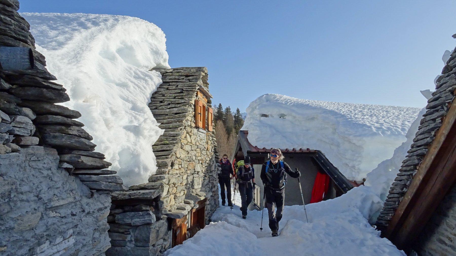 Alpe Arza 1754mt. semi sepolta dalla neve.