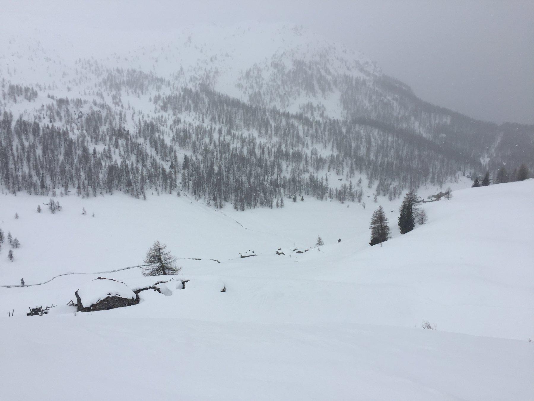 alpe Goilles in primo piano e Cheneil sullo sfondo
