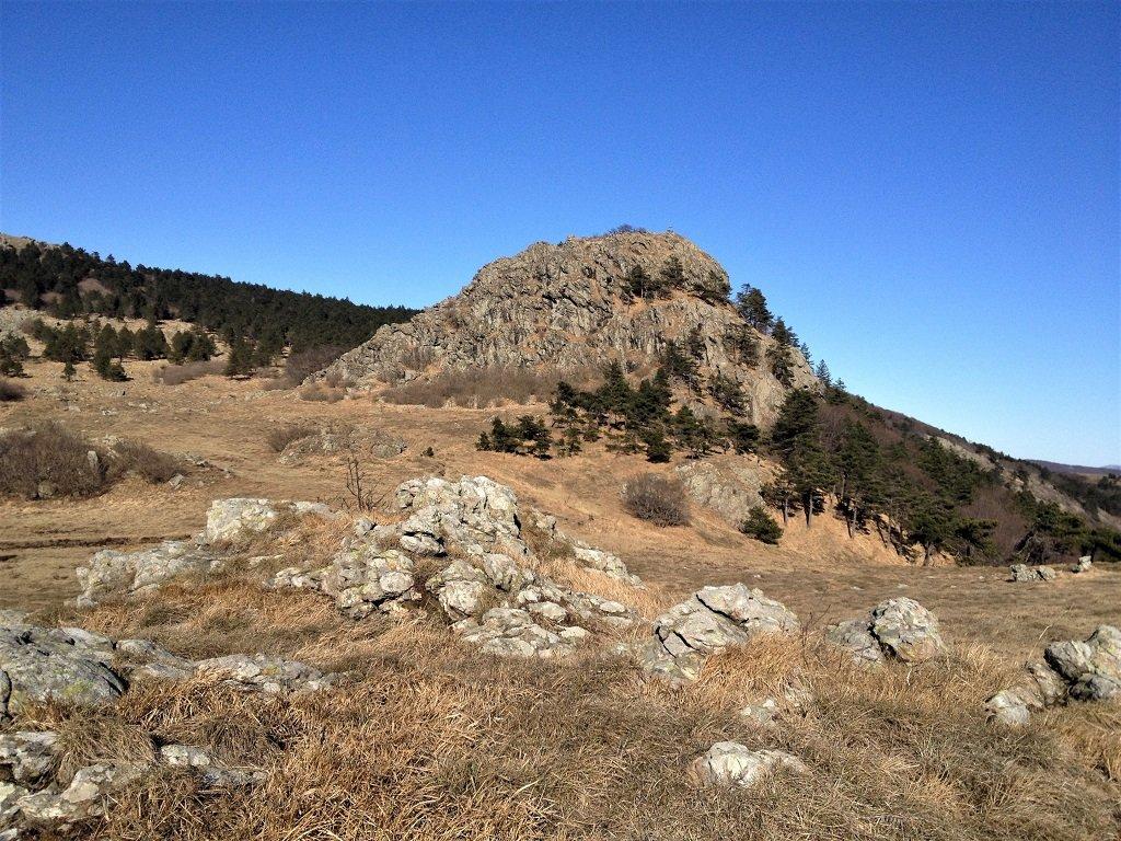 Bric Resonau visto dalla Rocca del Lago