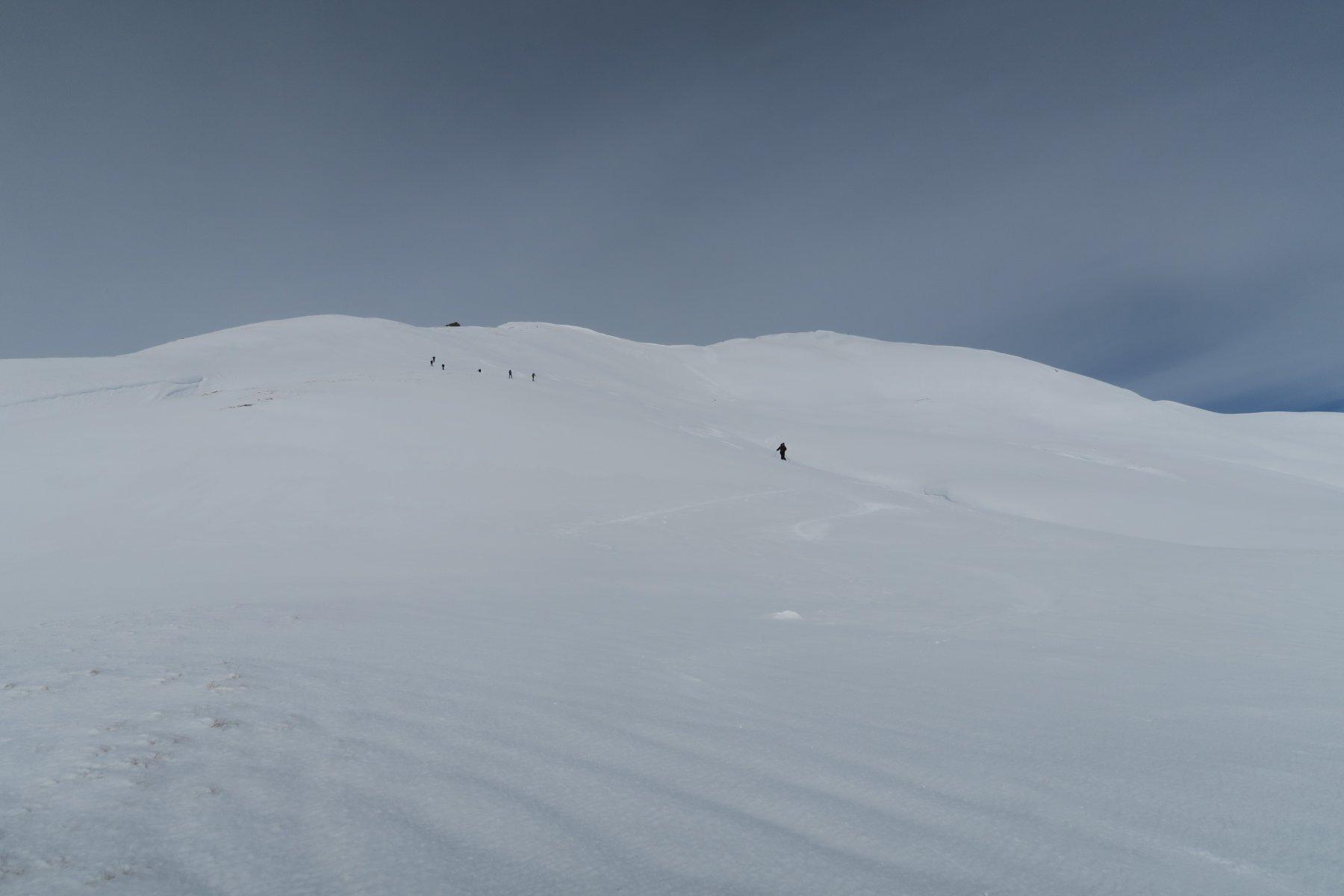 gruppone in salita, da qui in giù neve dura portante