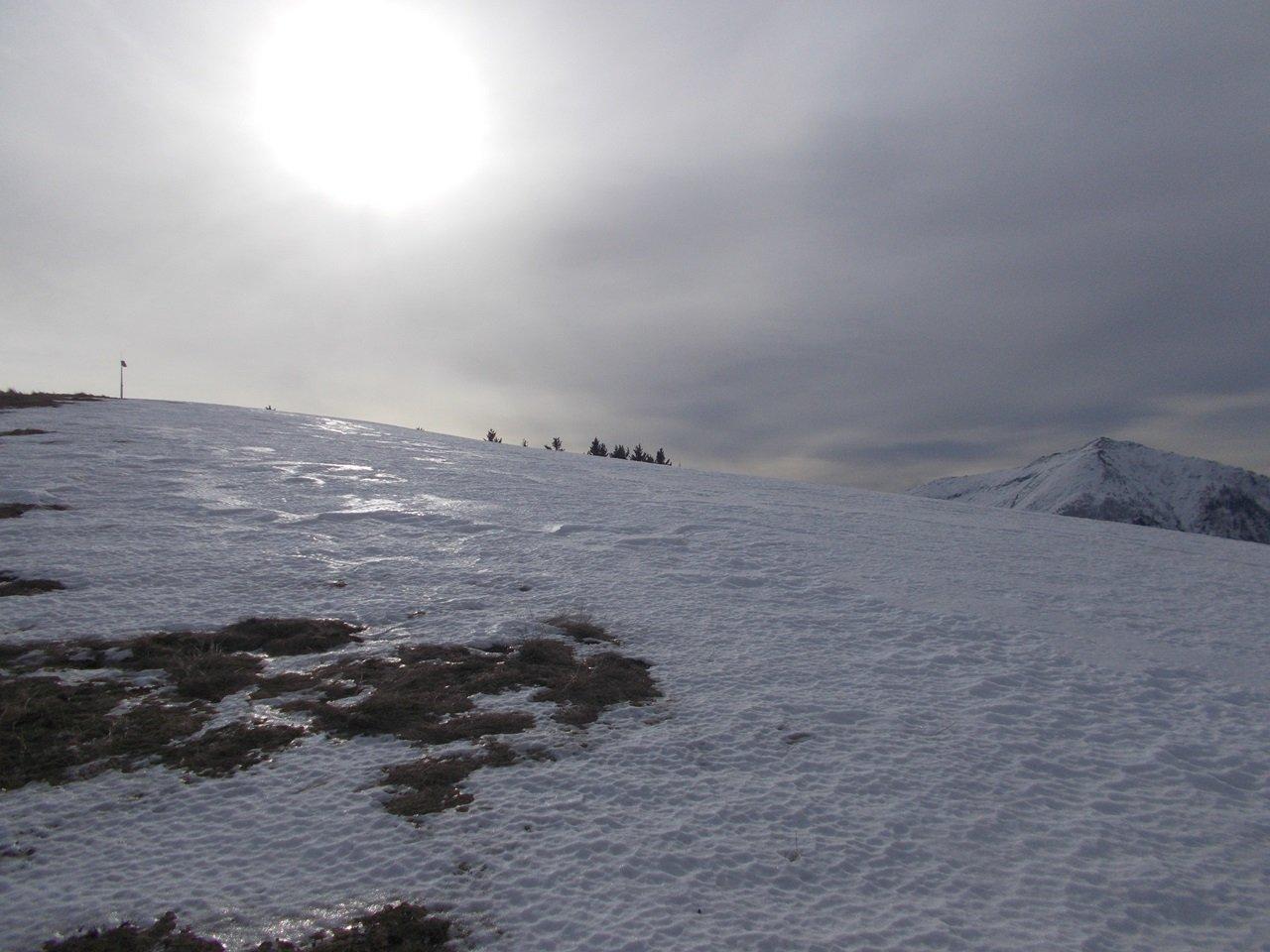 neve ghiacciata in cima