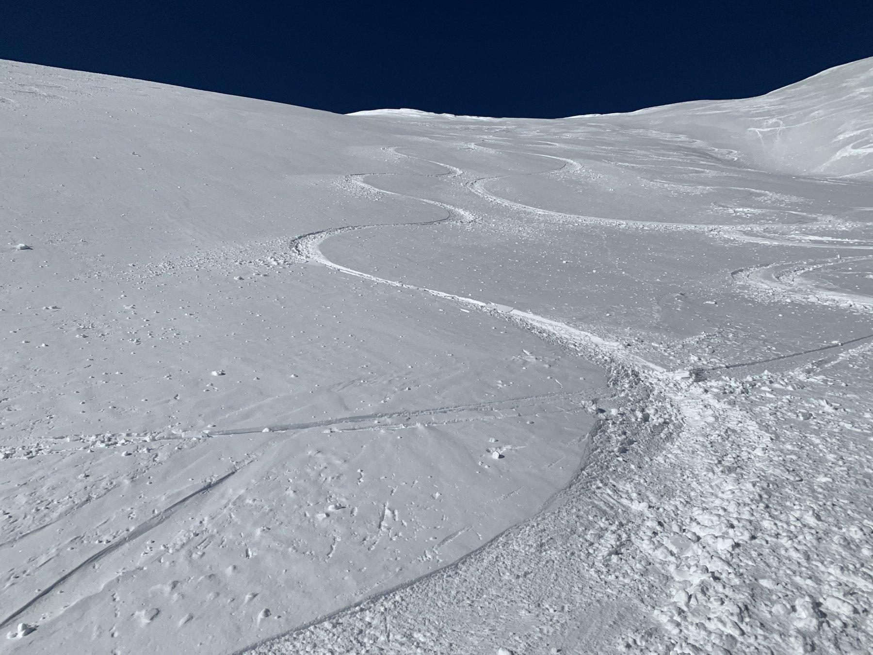 Il pendio centrale sotto la sella tra le due cime