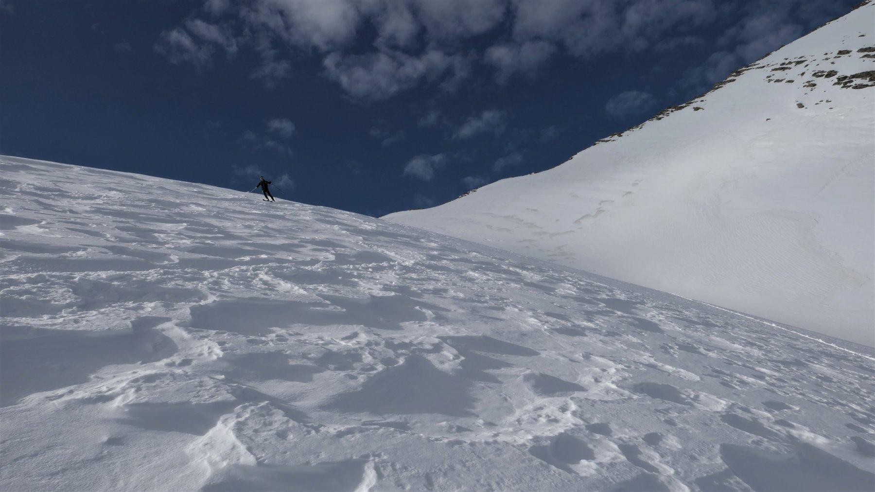 neve morbida,contro il cielo la cresta finale