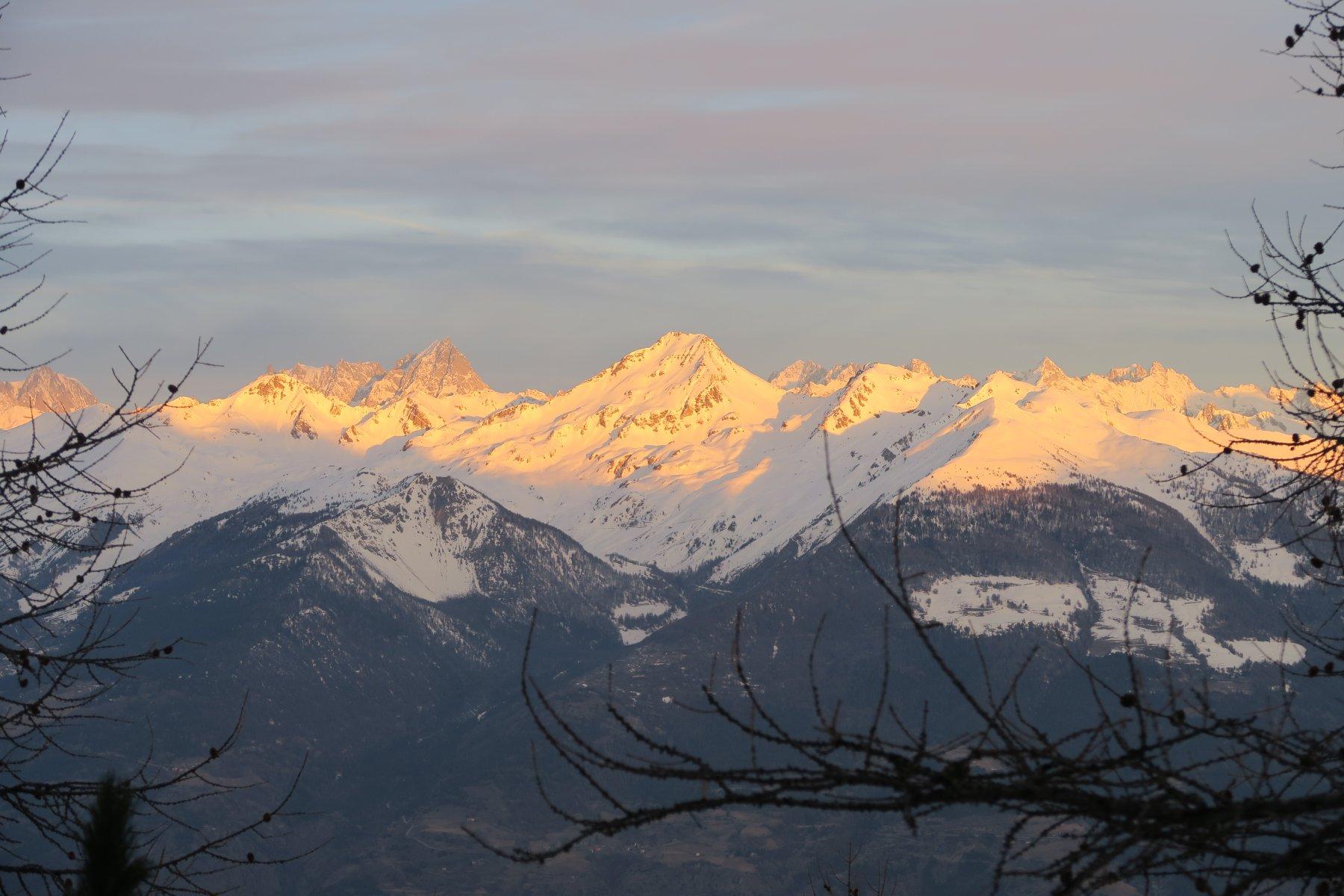 in centro il Mont Fallere