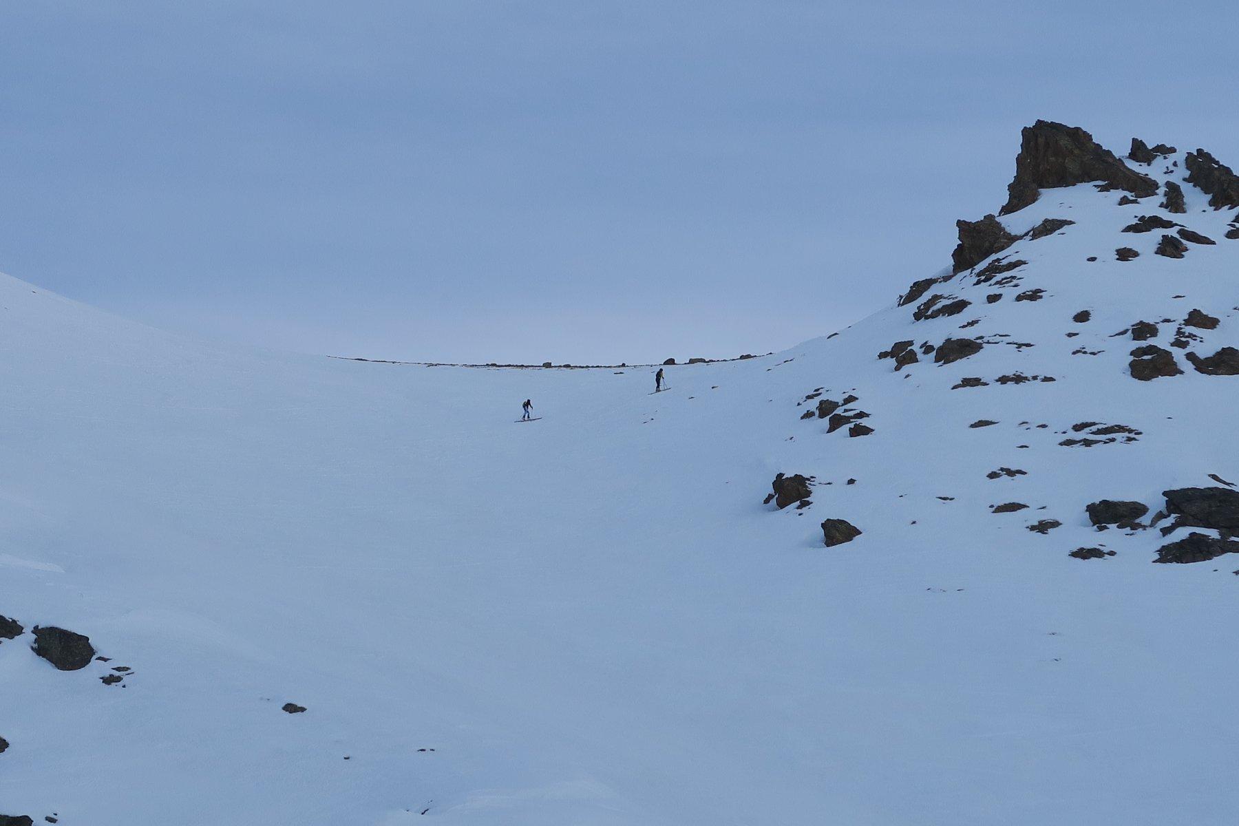 i 2 scialpinisti che mi hanno preceduto stanno arrivando al Col Carrel