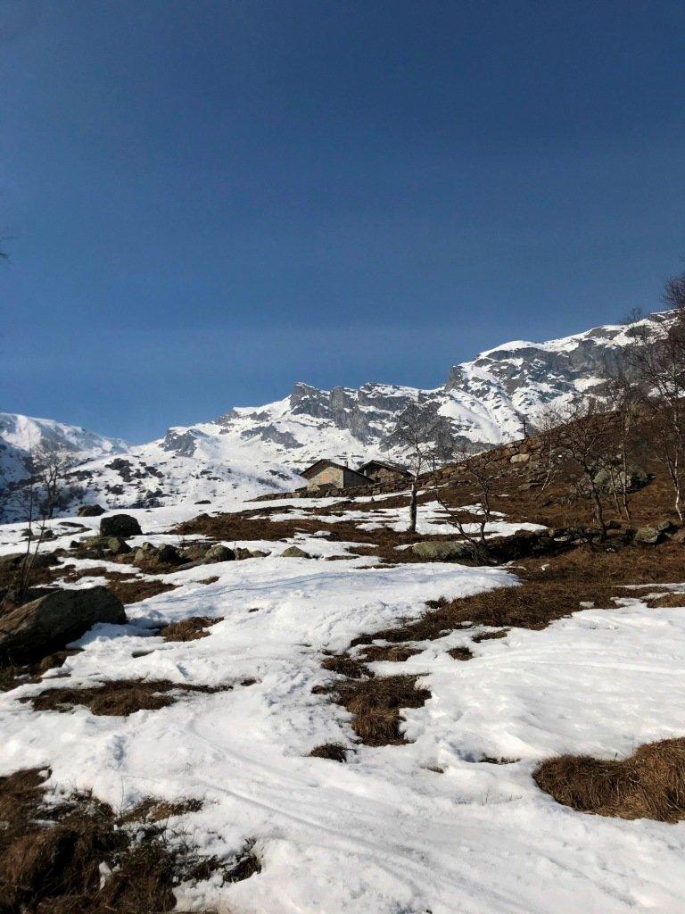 Ultime lingue di neve.
