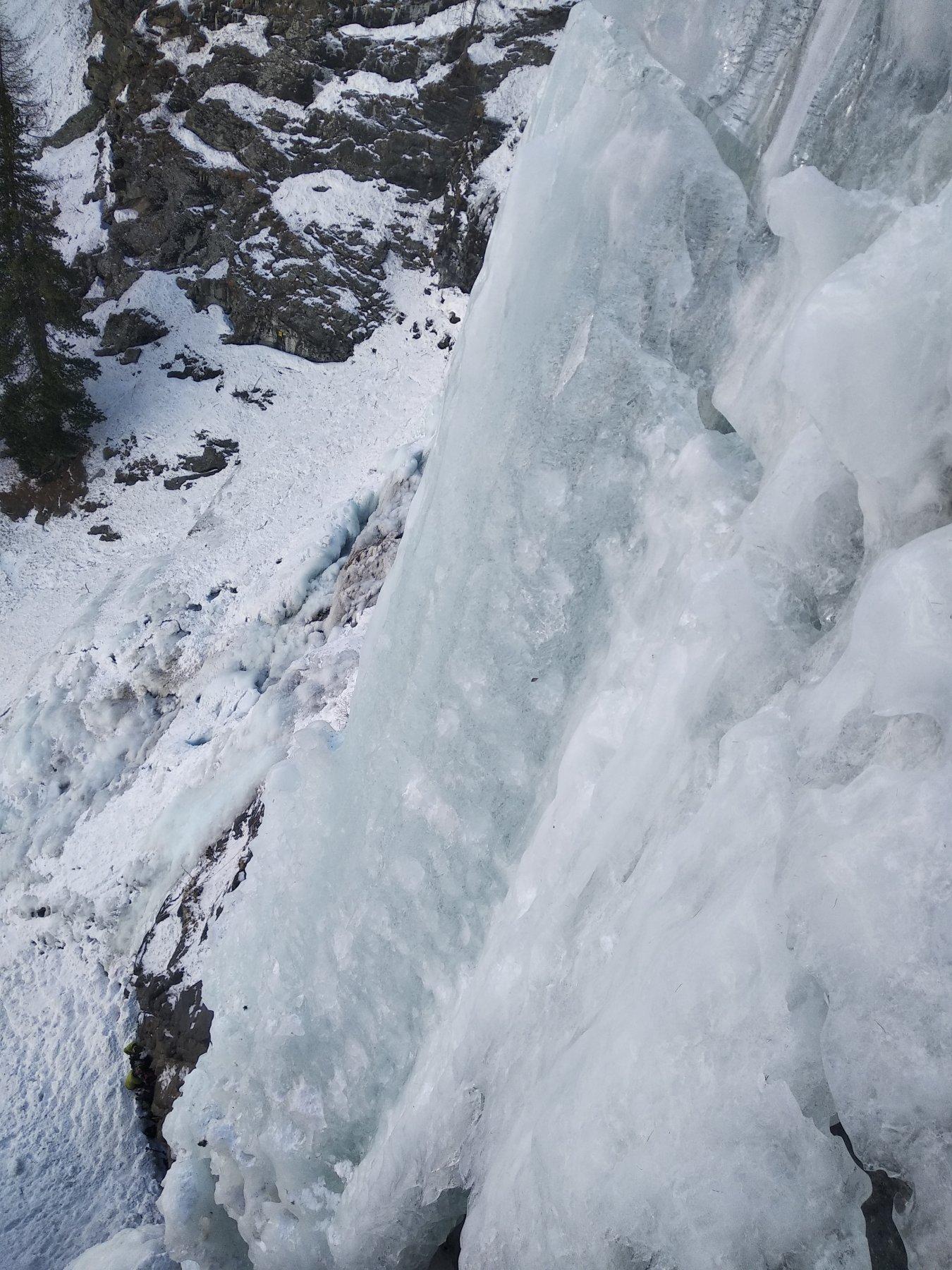 Visibile la frattura in alto dopo il muro verticale