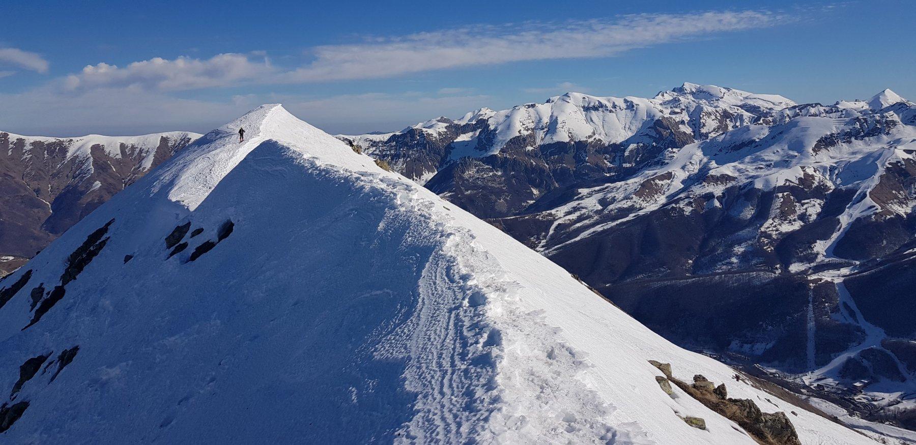 Ultimo tratto della cresta per arrivare in cima alla Creusa Orientale