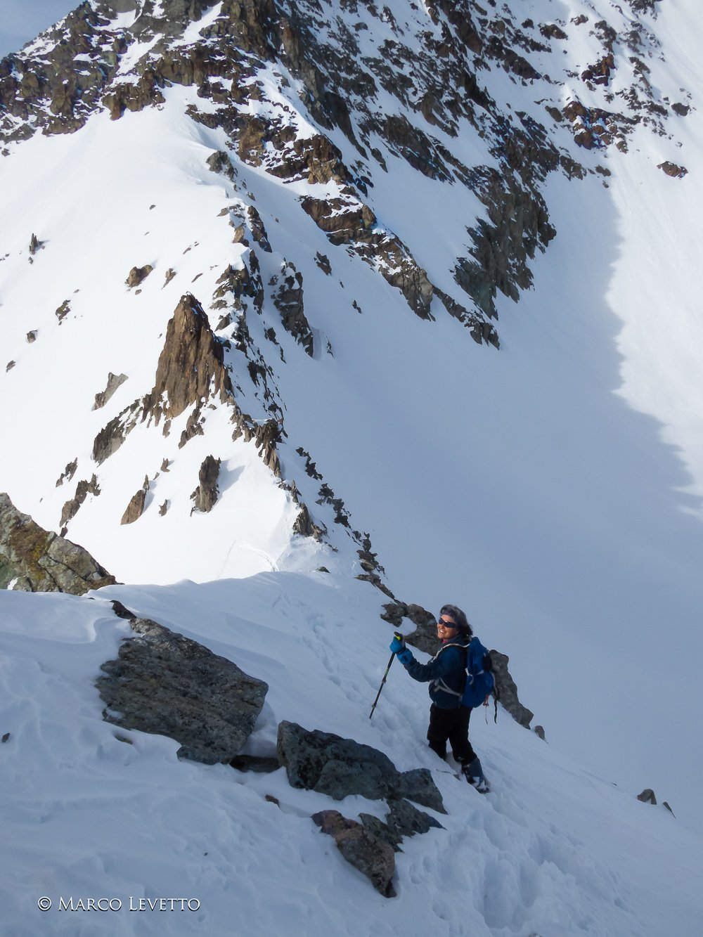 Sulla cresta in discesa dalla cima, poco sopra il colle