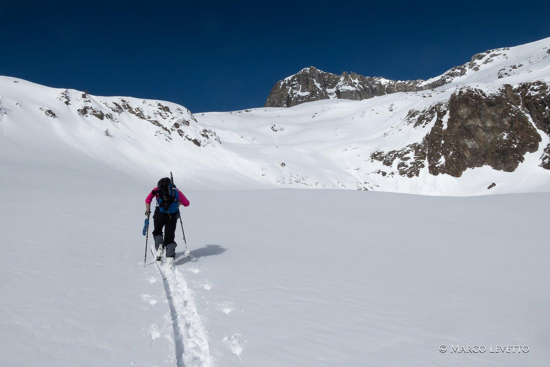 Marcella traccia sopra l'Alpe Luseney