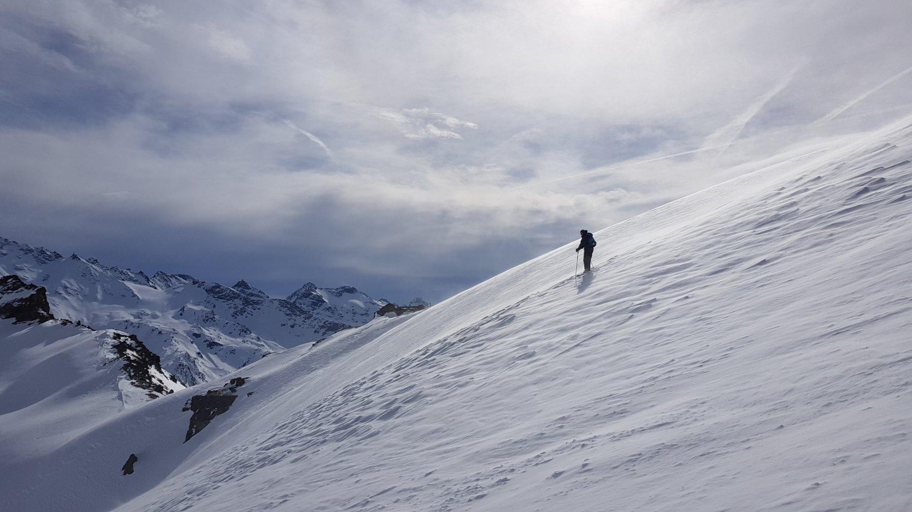 Inizio della discesa su neve compatta