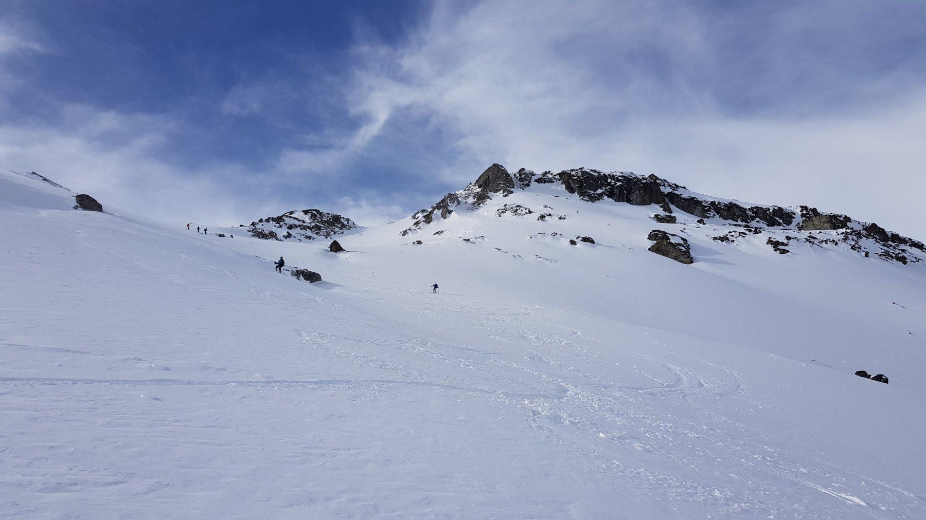 Il pendio rivolto a Nord tra i 2700 e i 2400: qui bella neve