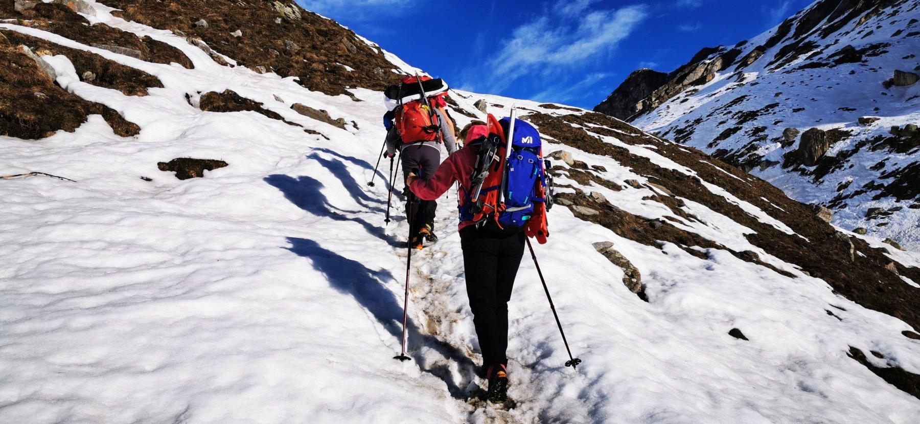 salendo verso le Grange Rui, qui con poca neve