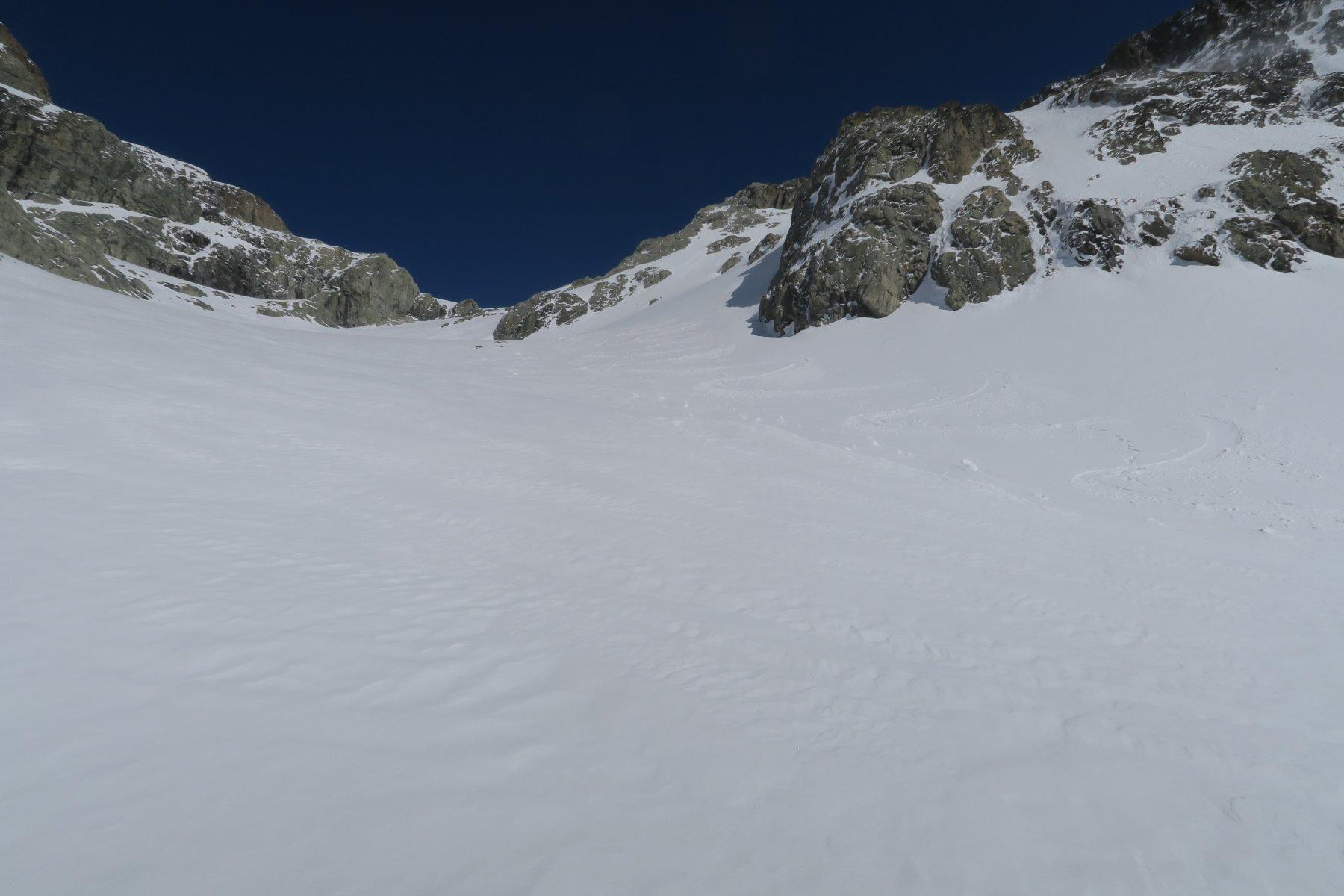 nel canale sotto il ghiacciaio neve discreta rimanendo nelle zone più in ombra