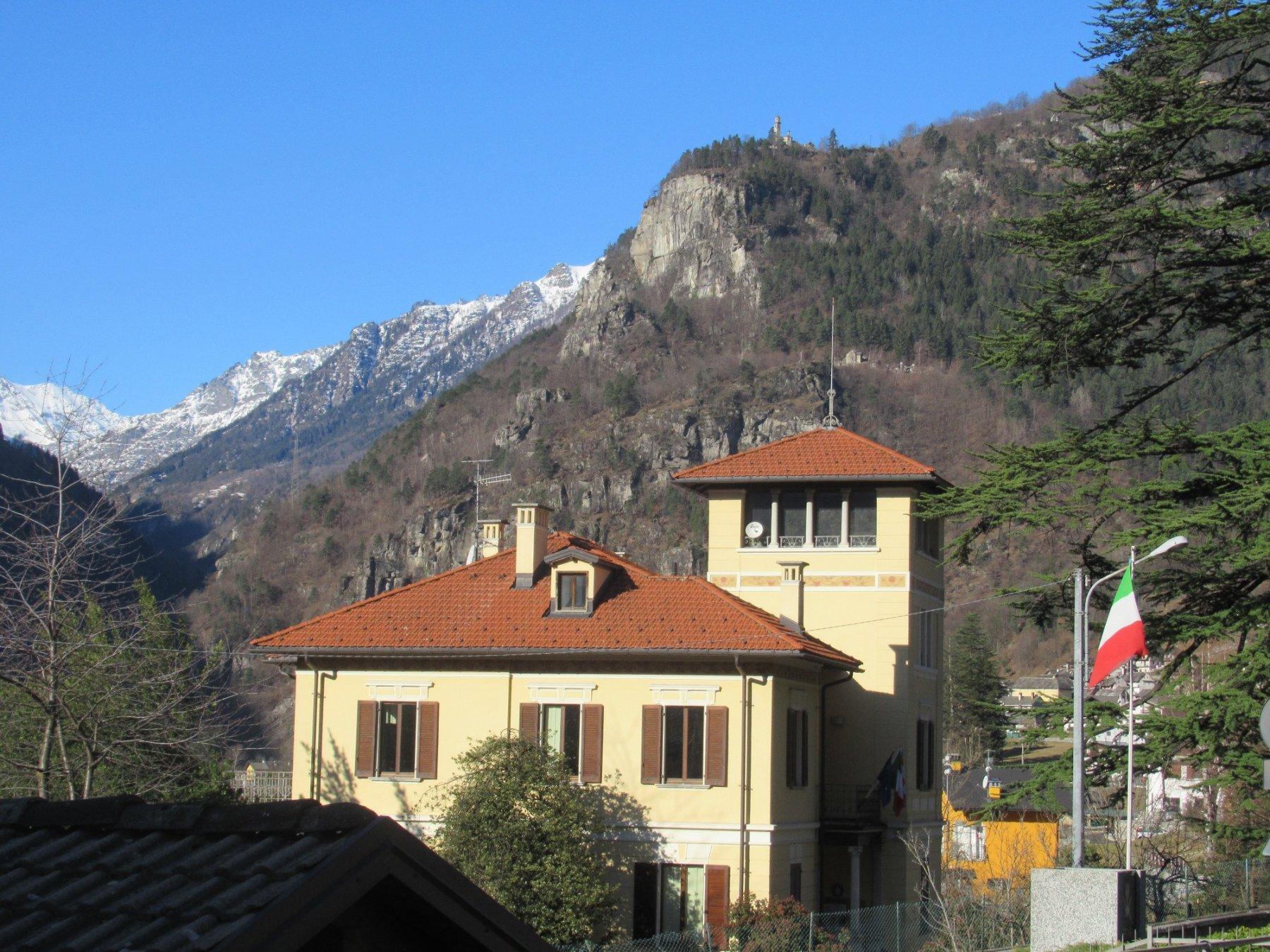 la chiesa di Trasquera vista da Varzo