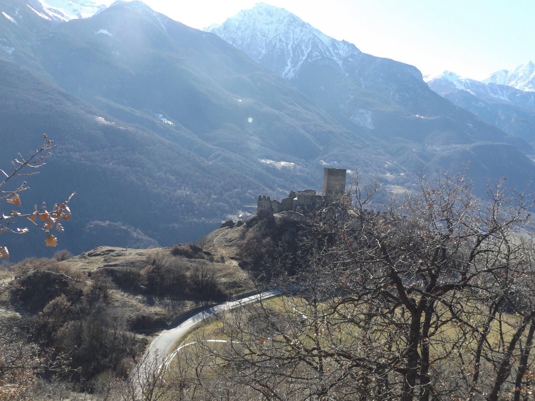 Castello di Cly visto dal Rù Marselleir