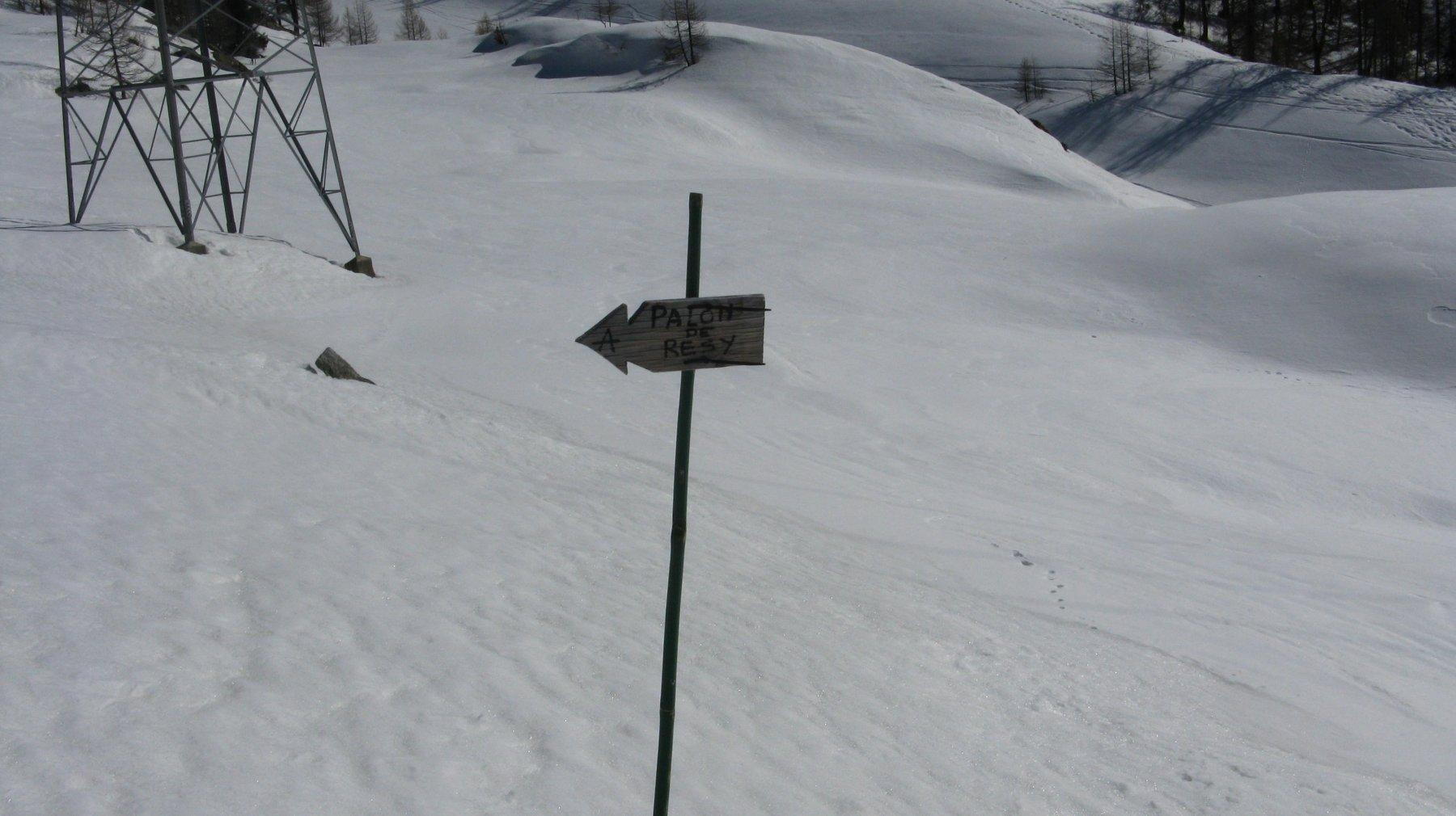indicazioni all'inizio del sentiero dopo il rifugio