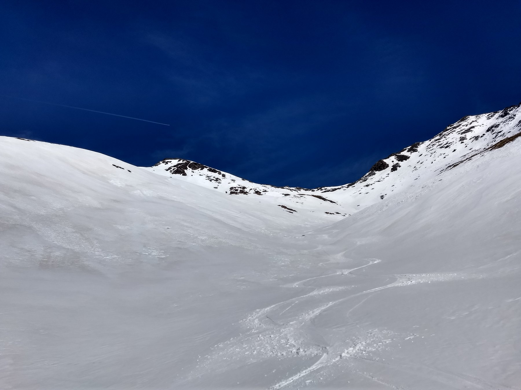 Bella neve e vetta al fondo